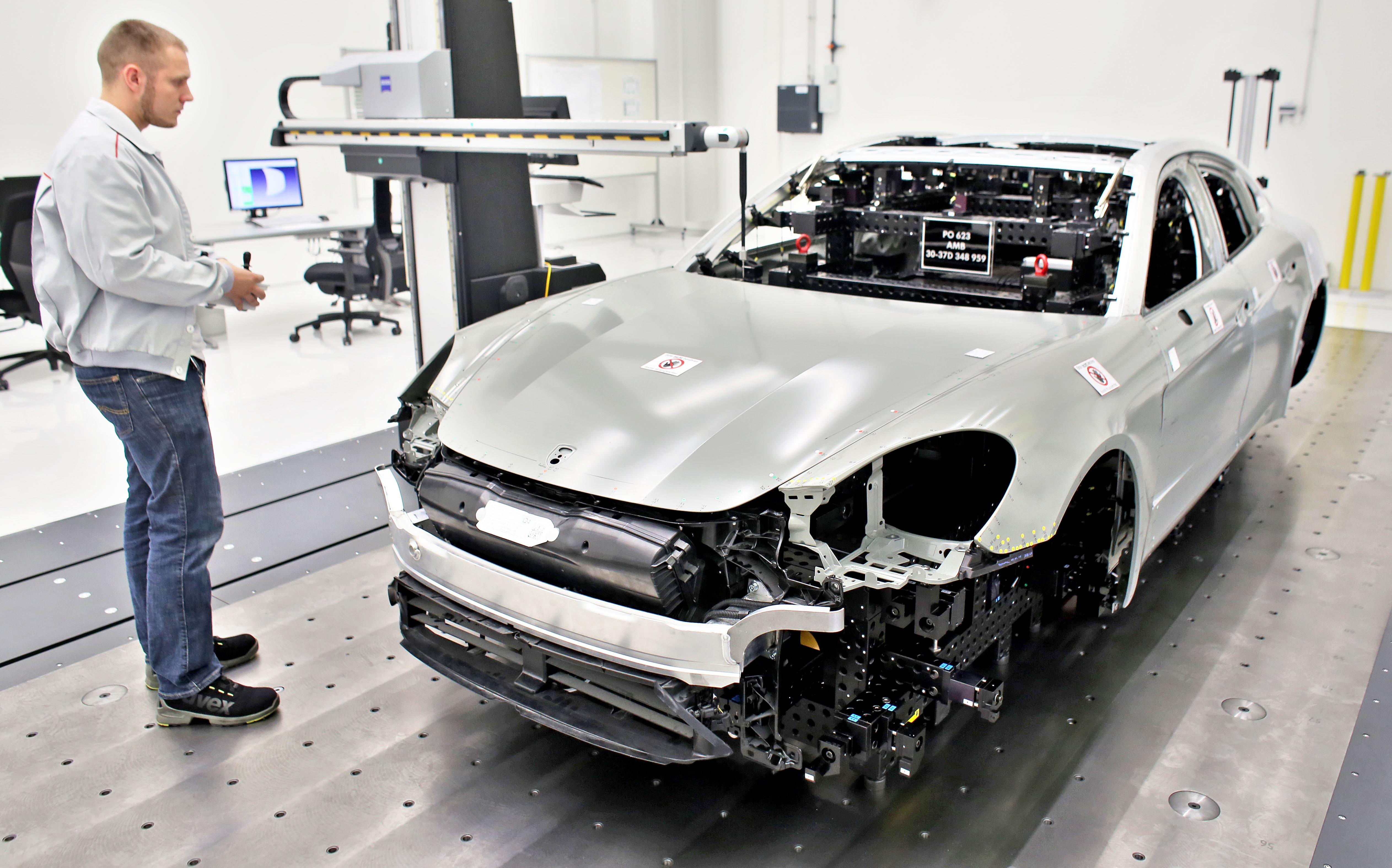Évtizedek óta egyezkedtek titokban a legnagyobb autógyárak, hogy kiiktassák a versenyt