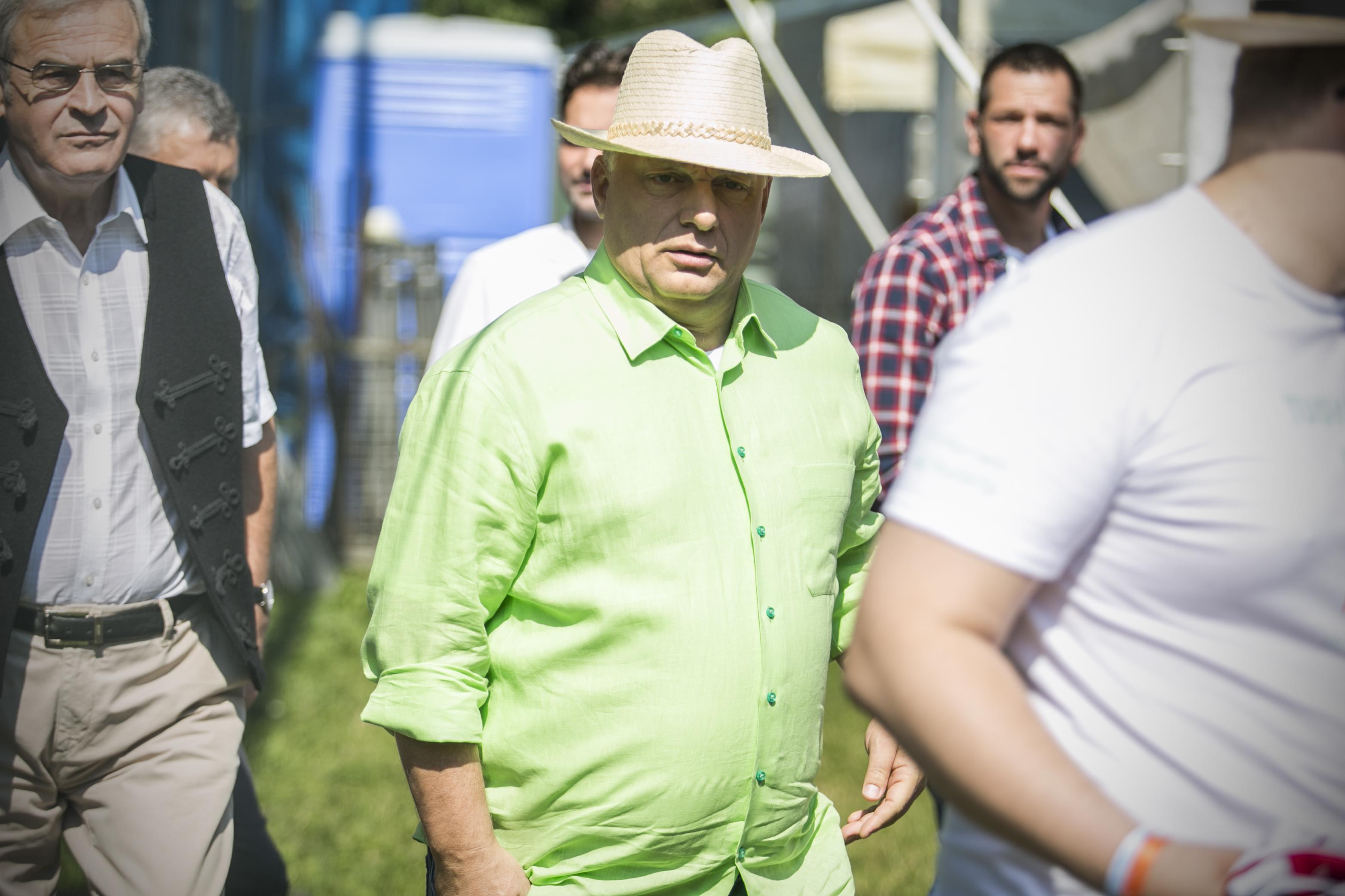 Fény derült Orbán szemkápráztató zöld ingének titkára