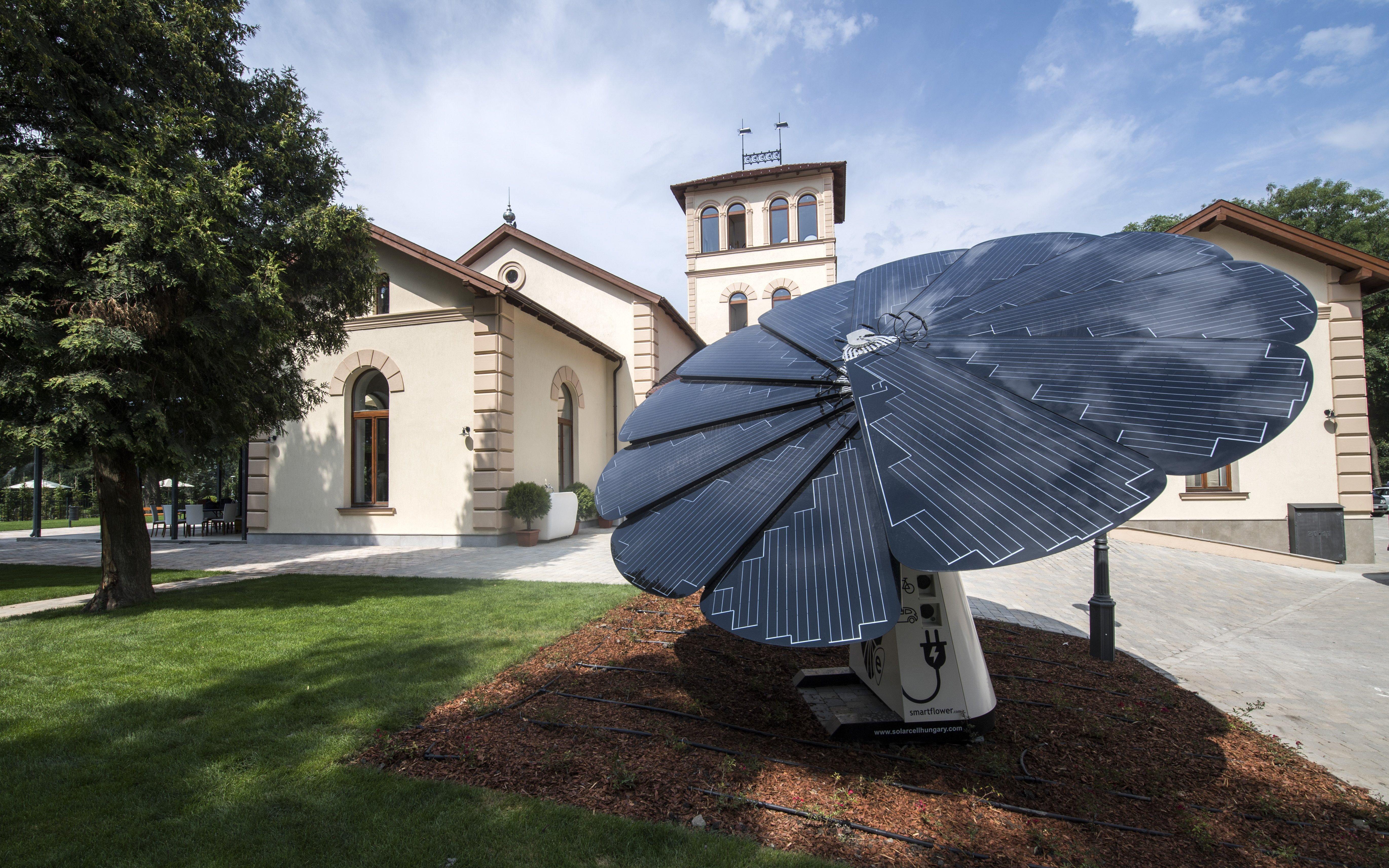 Csak most adták át az eredetileg a vébére 1,2 milliárdért felújított Casinót a Margitszigeten