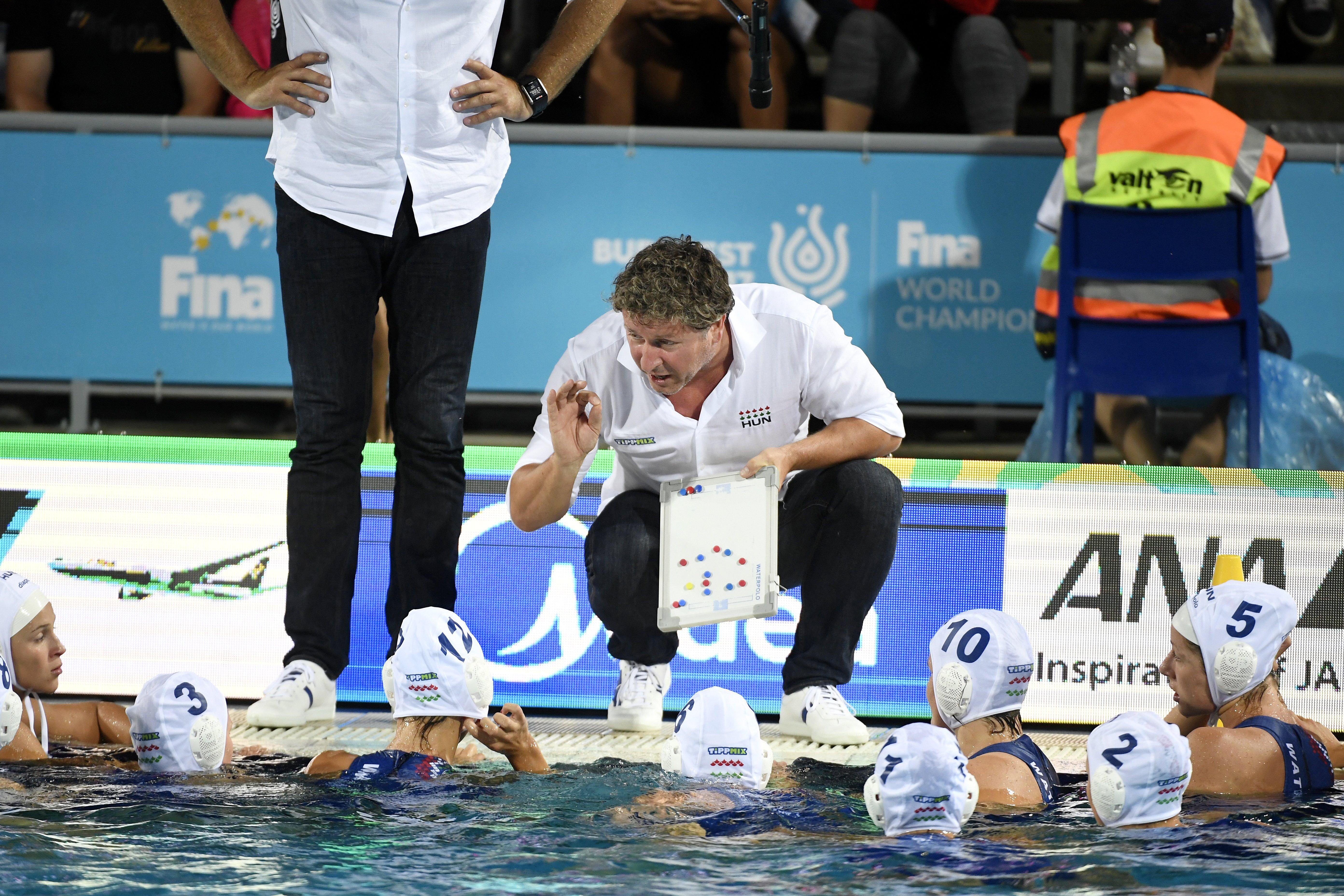 A görögök ellen játszik először a női vízilabda-válogatott az 5-8. helyért