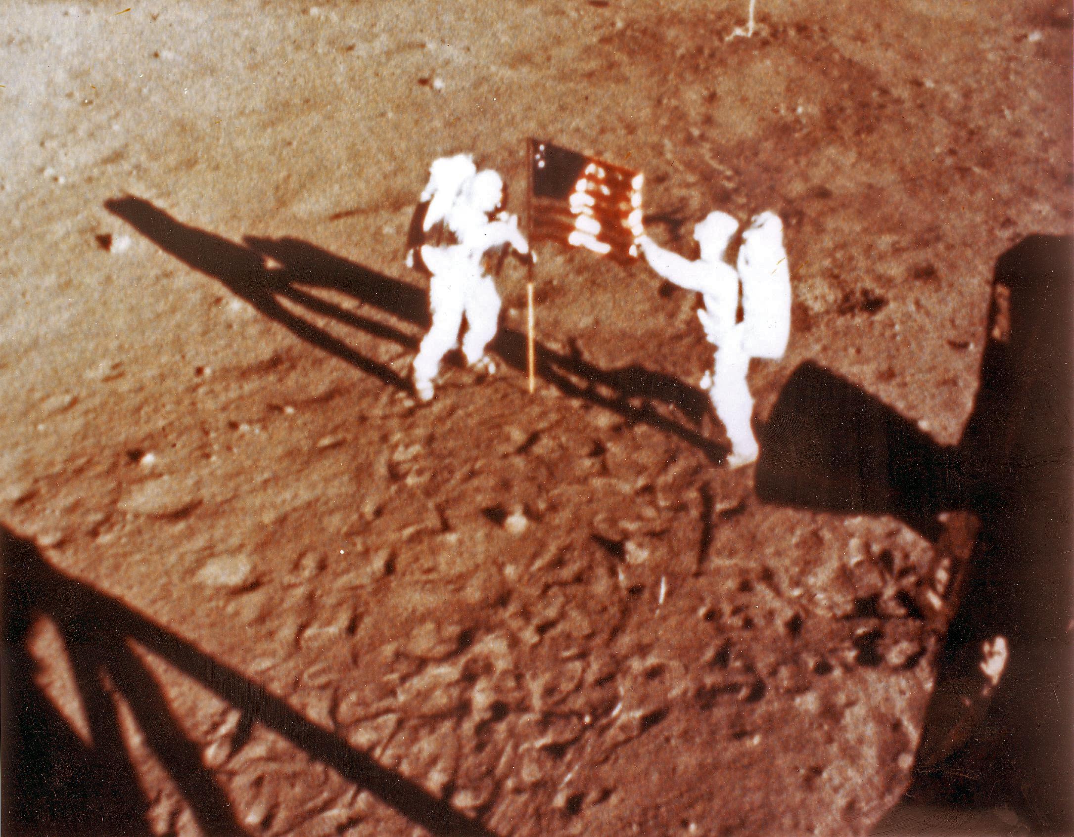 Ellopták Neil Armstrong holdkompjának tömörarany replikáját