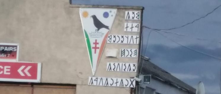 Titokzatos magyar rovásírásos üzenet jelent meg egy dublini ház falán