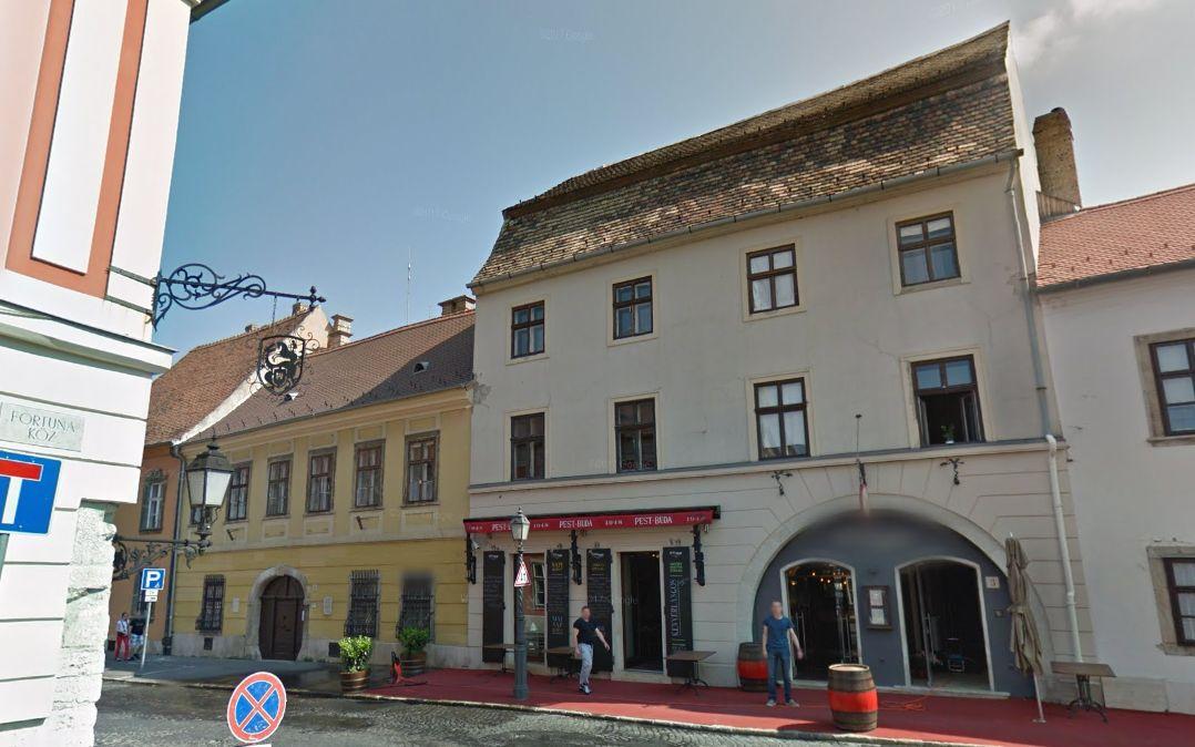 Zsidai Roy havi 126 126 forintért bérli azt a négy lakást, amiben luxushotelt alakított ki a Várban