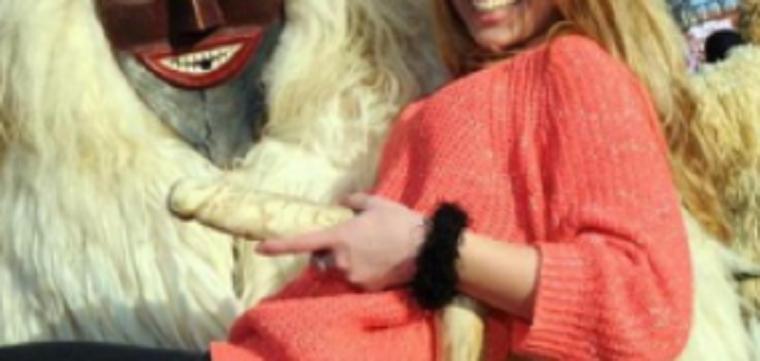 Hatalmas fafaszt rejtettek el a képen Mészáros Lőrinc pécsi újságjában