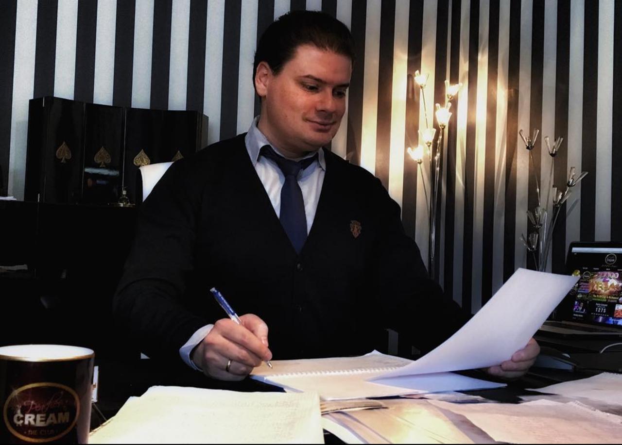 A legirigylésreméltóbb ember a magyar Facebookon (meg az Instán)
