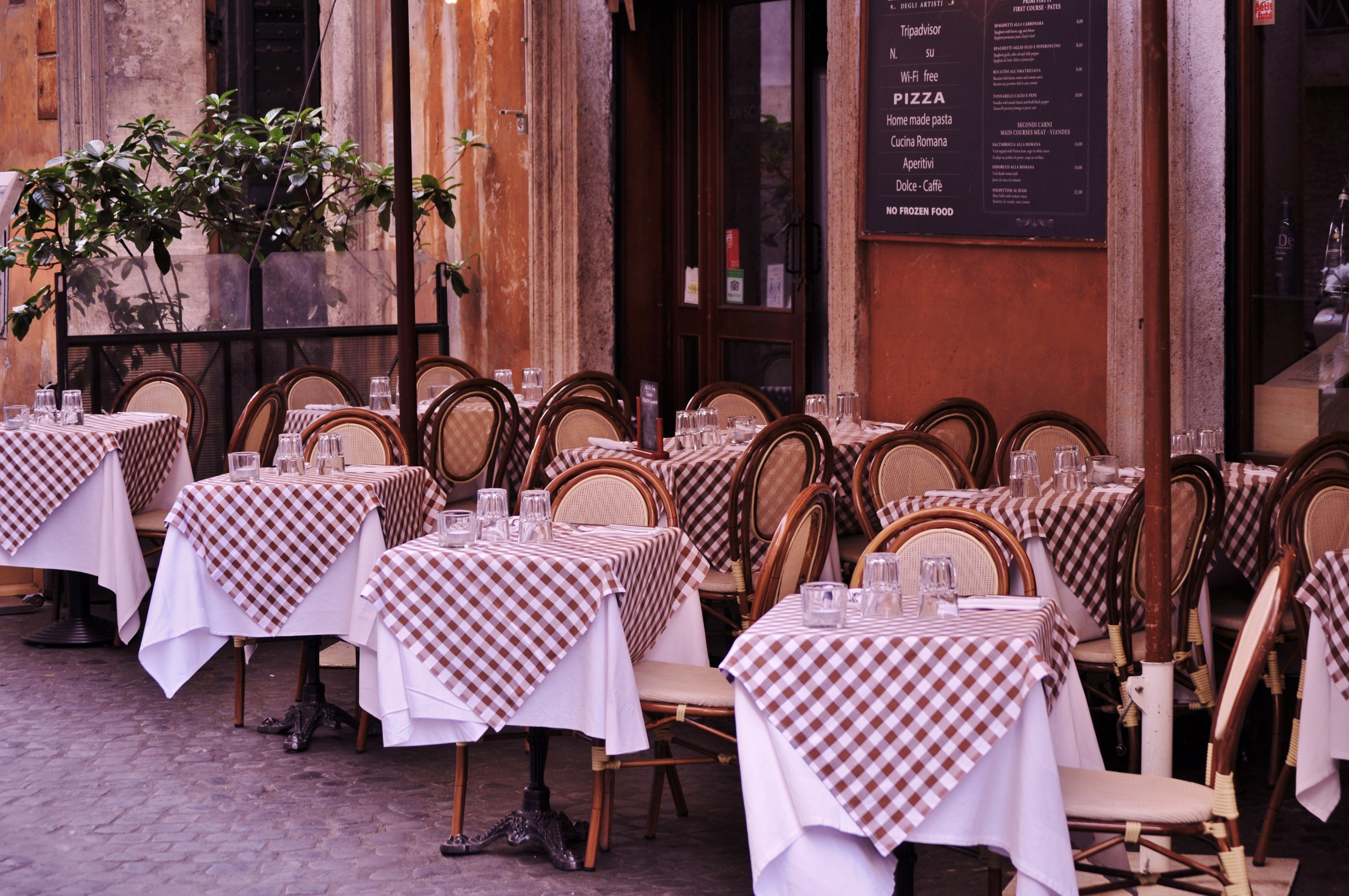 A boncolás oldotta meg a rejtélyt, hogy miért halt meg egyszerre két együtt vacsorázó férfi Franciaországban