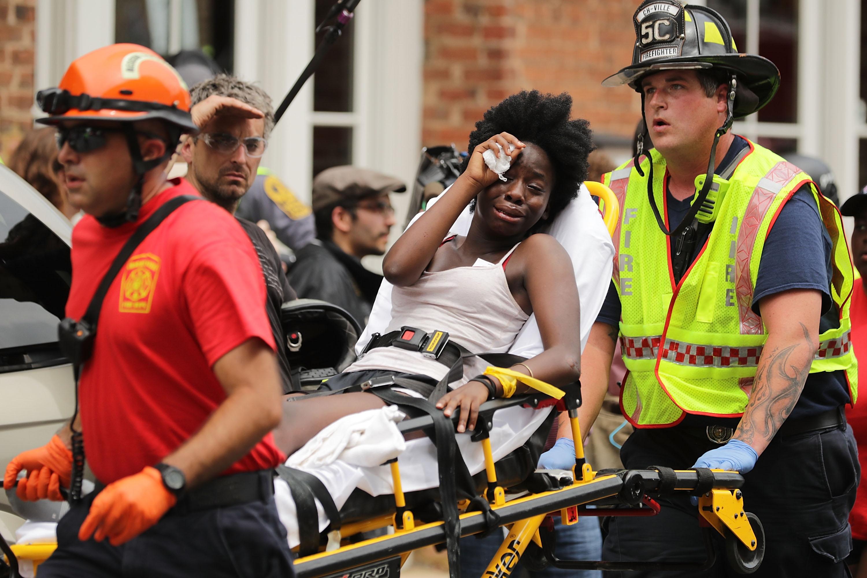 Nagy sebességgel hajtott a charlottesville-i tüntetők közé egy kocsi