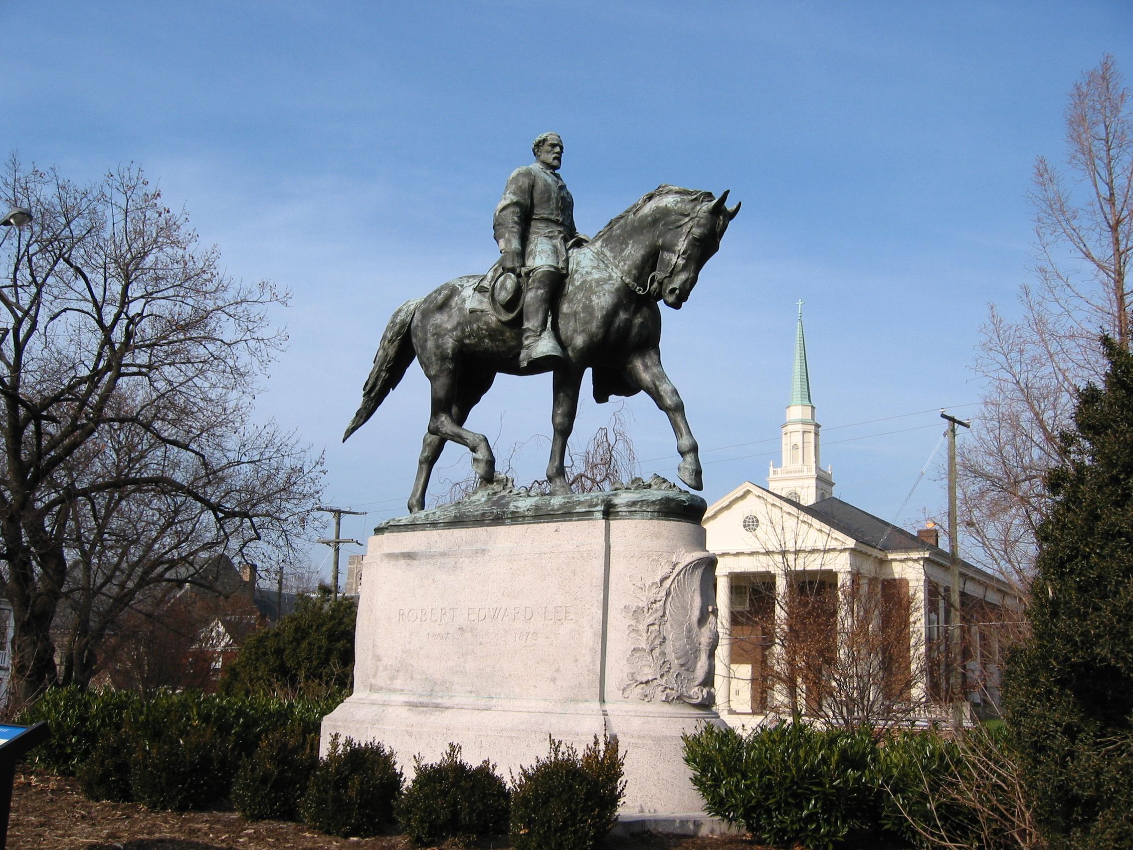Nem közvetíthet Charlottesville-ből a sportriporter, mert Robert Lee-nek hívják