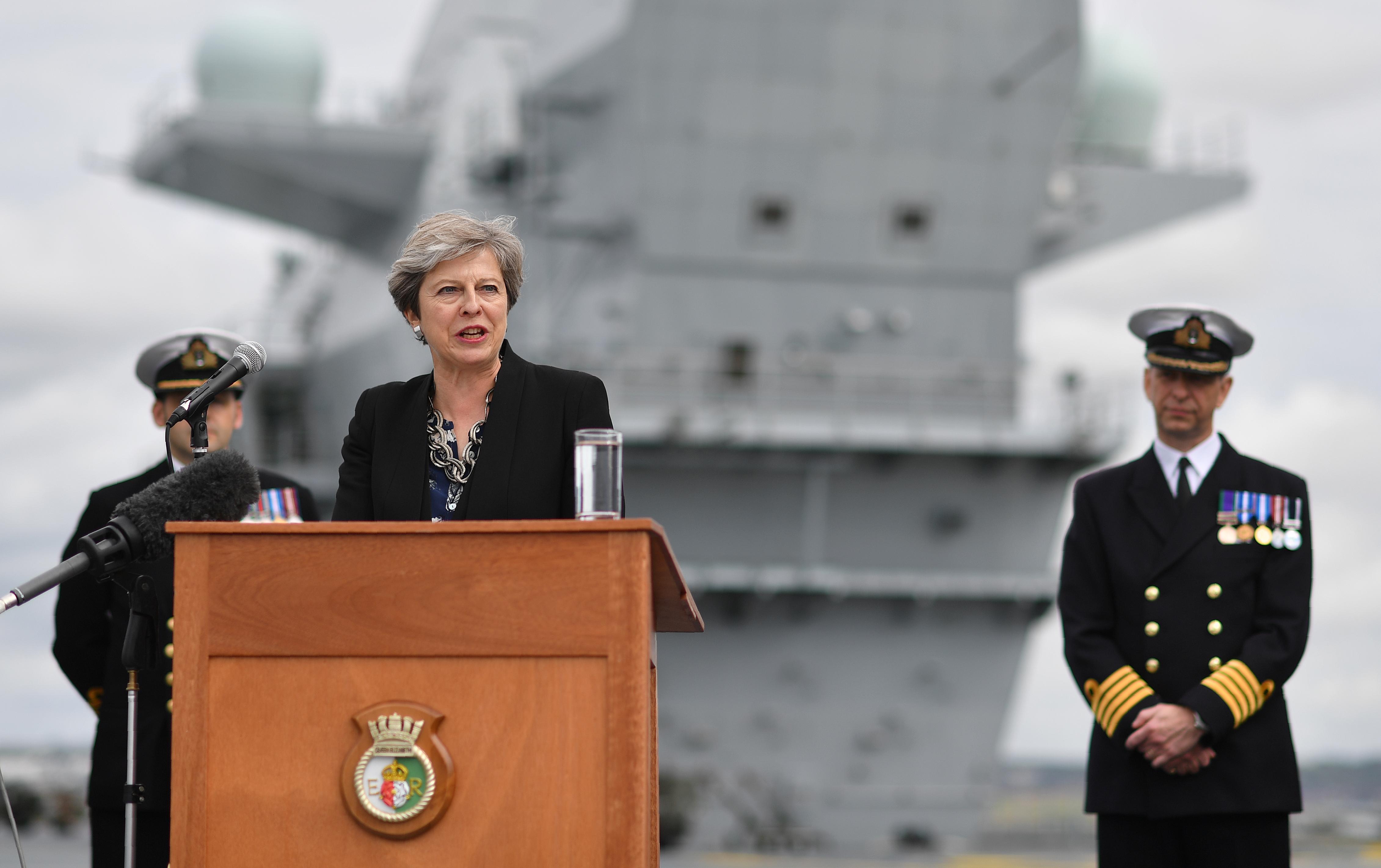 """Theresa May üzent az Angliában élő uniós polgároknak: """"Szeretnénk, ha maradnátok"""""""