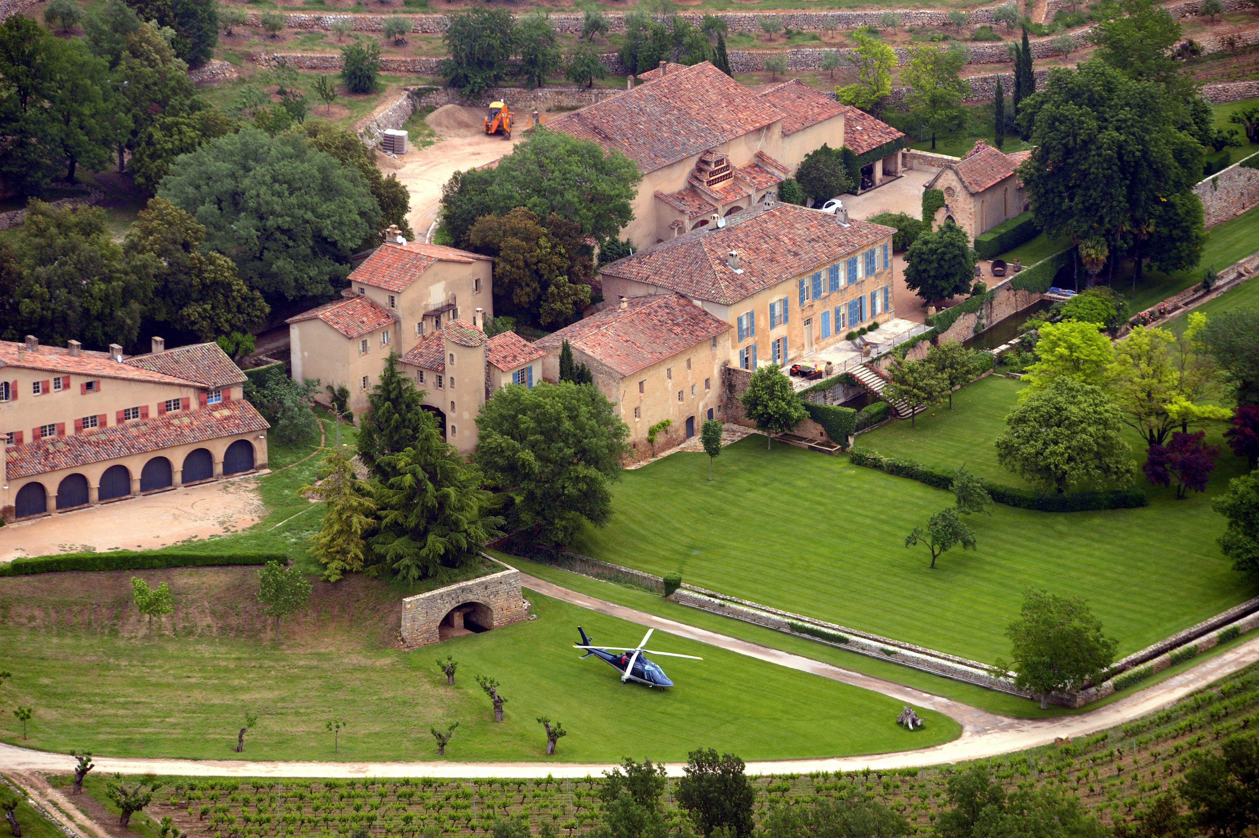 Egy párizsi bíróság döntése után Brad Pitt 565 ezer eurót fizethet ki egy belsőépítésznek