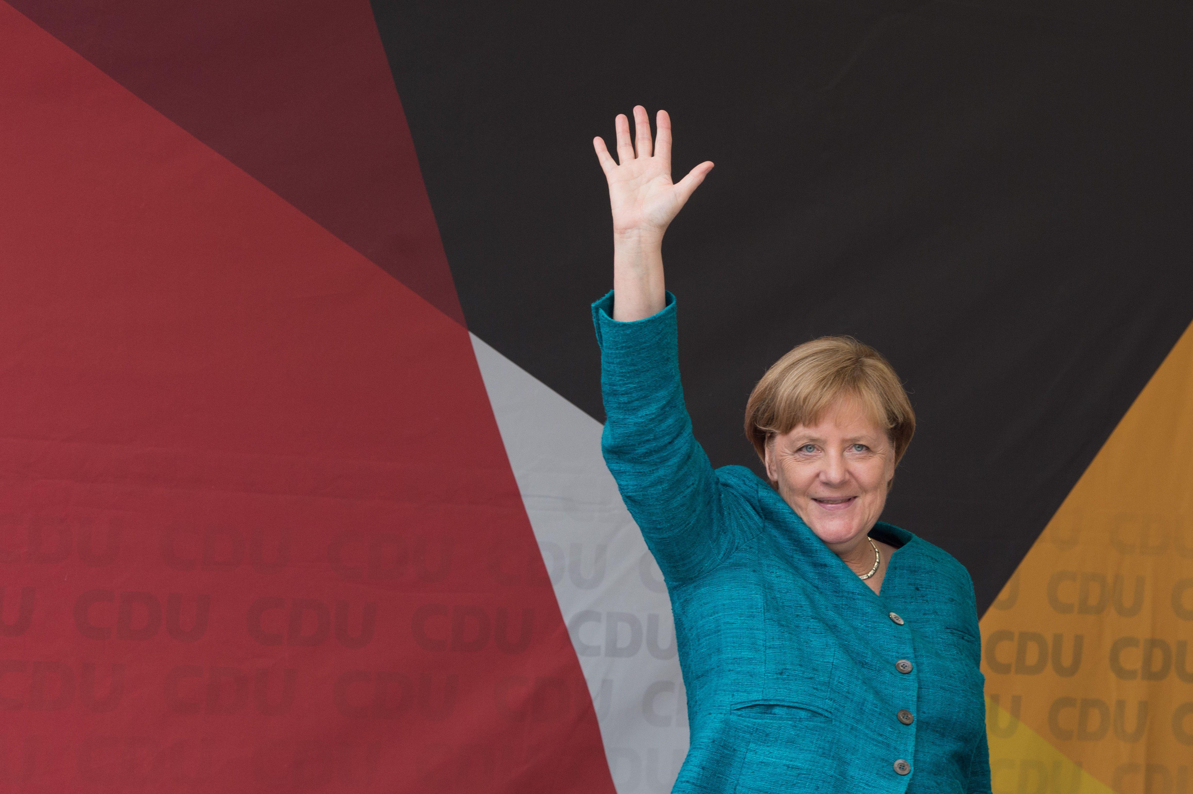 Az AfD és a Pegida tüntetett Merkel választási gyűlésein