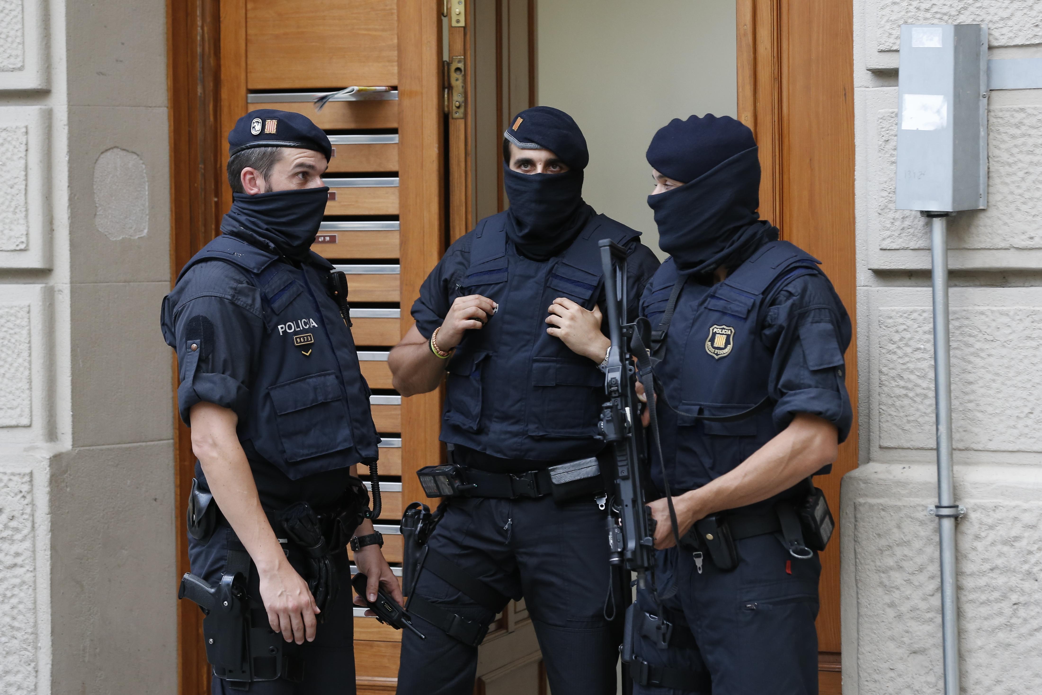Súlyos érzelmi sokkot kapott a rendőr, aki az öt cambrilsi terroristából négyet is agyonlőtt