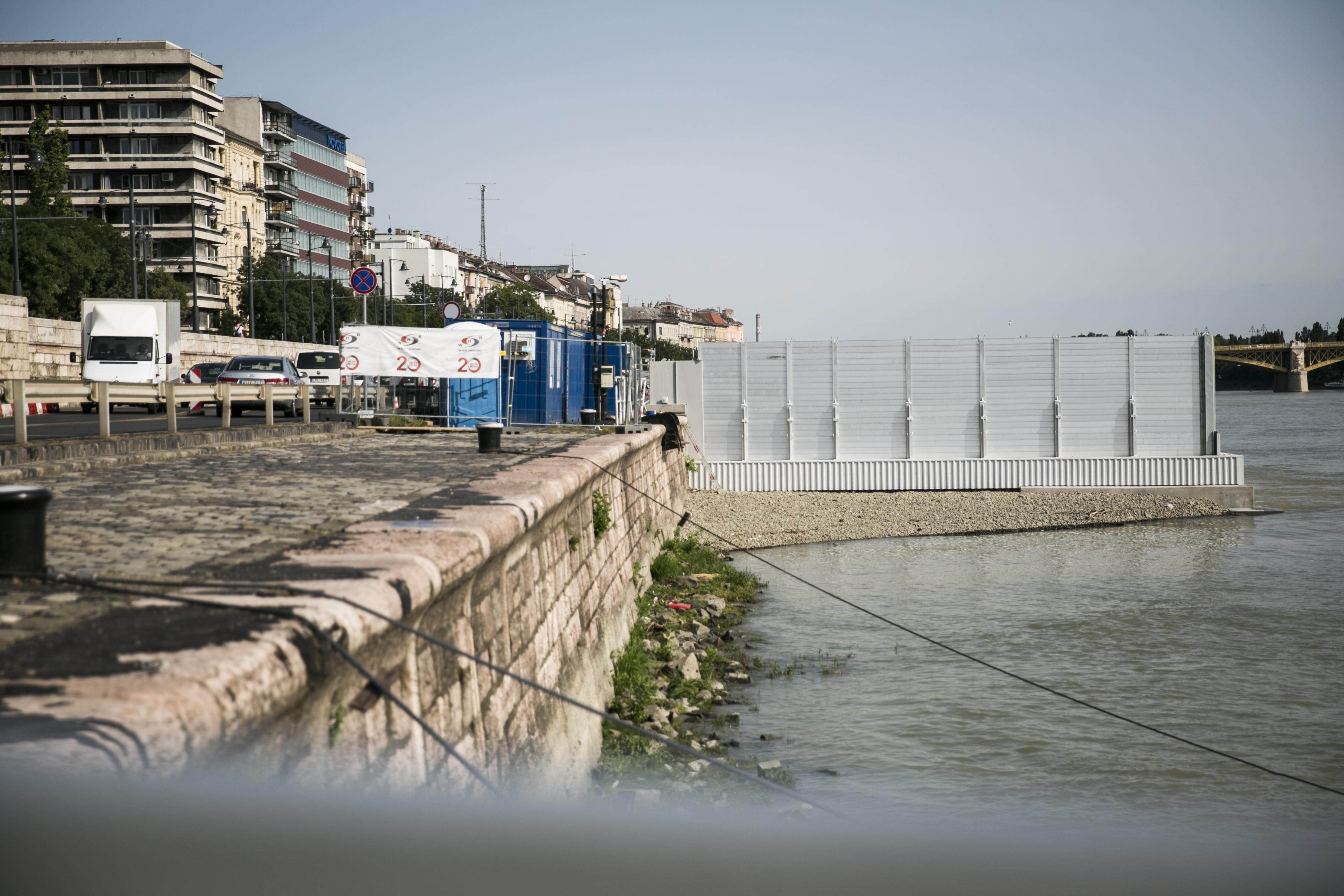 Mégis elbontják a Batthyány téri betonszörnyet