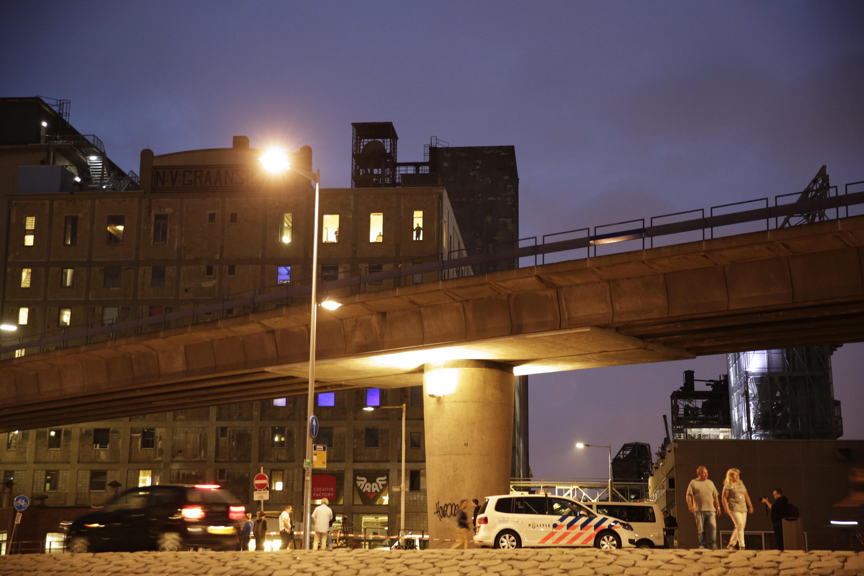 Gázpalackokkal megpakolt kisteherautót találtak a lefújt koncert közelében Rotterdamban