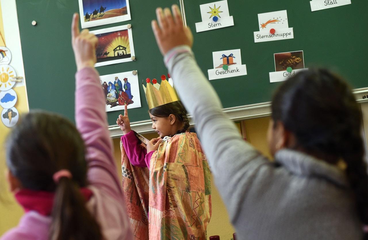 A hatvani tankerület utasította az iskolákat, hogy hívják meg az évnyitókra a fideszes képviselőt, de az exfideszes polgármesternek ne adjanak szót