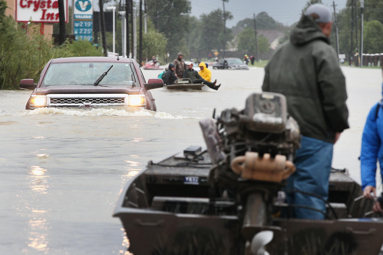 Túlcsordulnak a víztározók a houstoni esőzések miatt