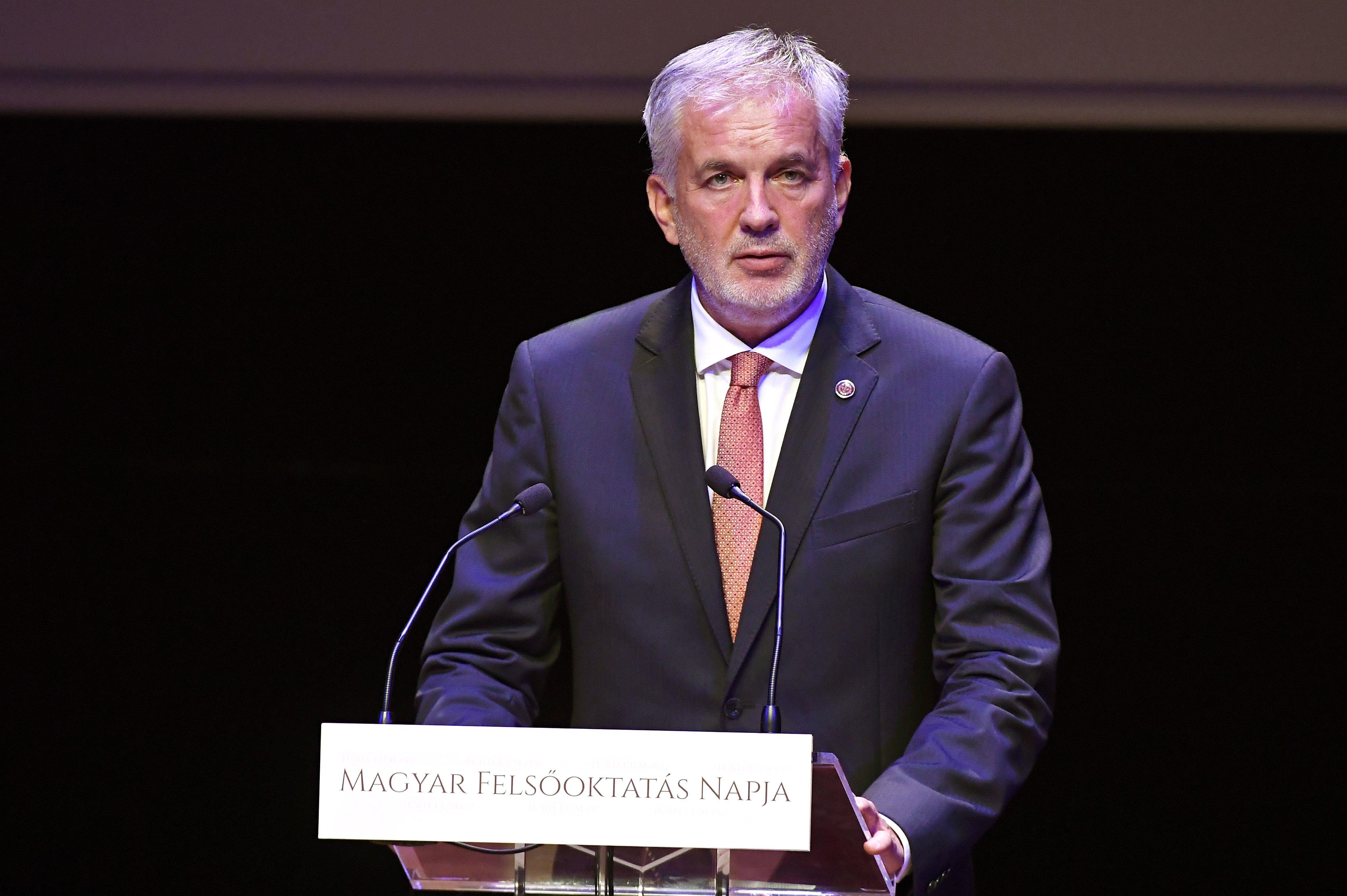 7 milliárdos többlet helyett 23 milliárd forint adósággal adta át a fideszes vezetés Pécs önkormányzatát