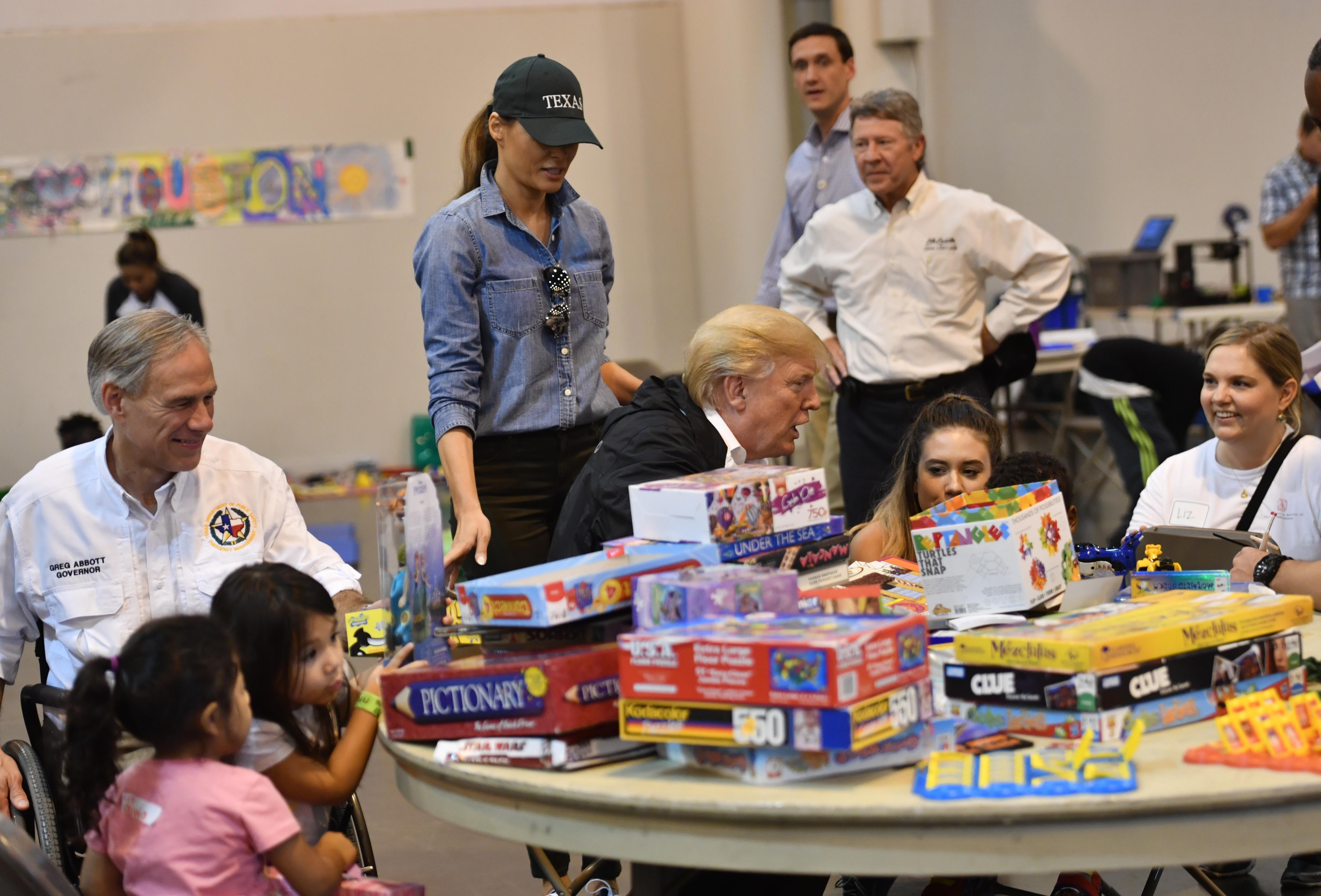 Trump végre találkozott a Harvey hurrikán túlélőivel