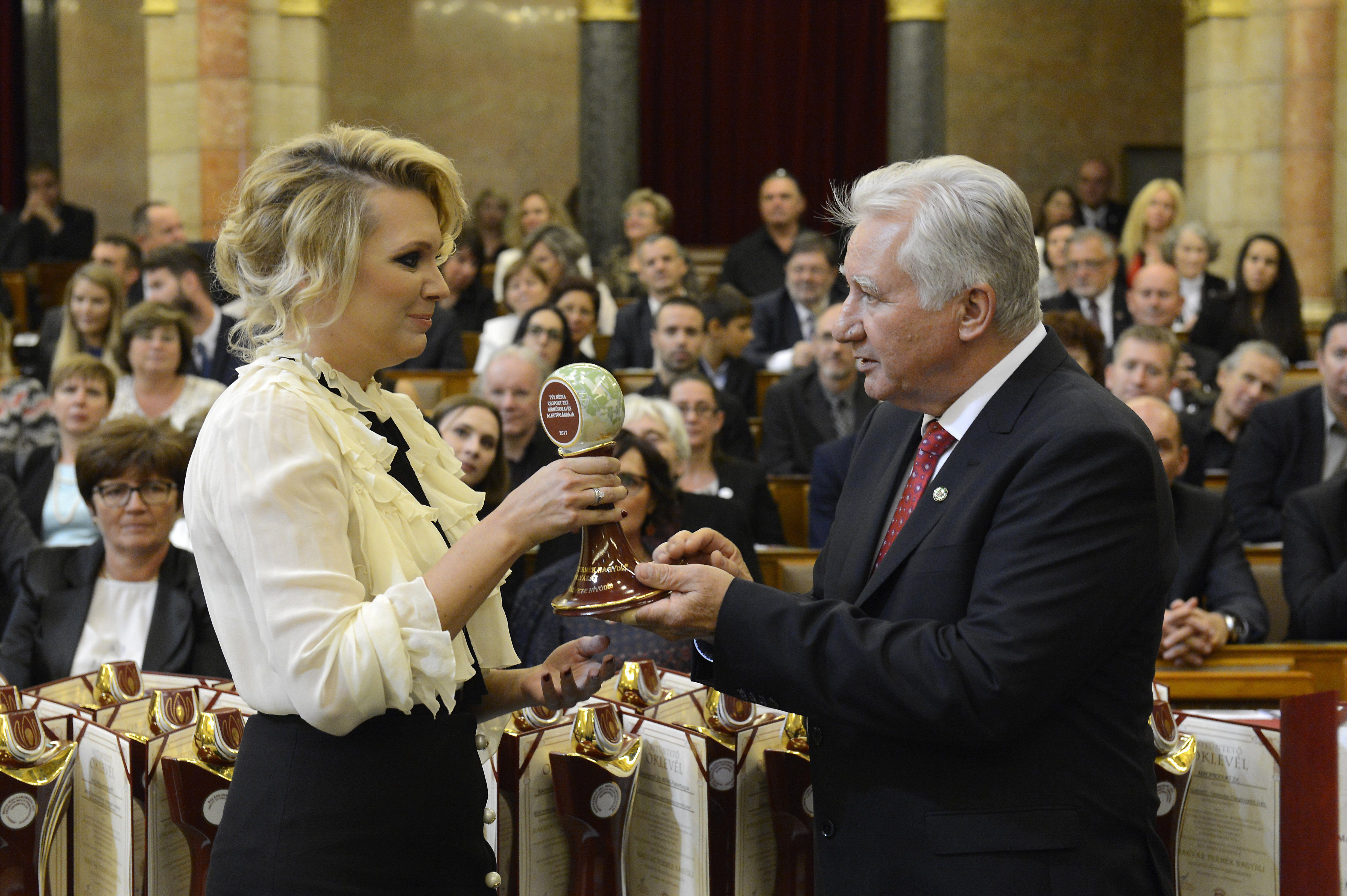 A minőséget díjazták a Parlamentben, a TV2 megkapta a Magyar Termék Nagydíj Sajtókövete Nívódíjat