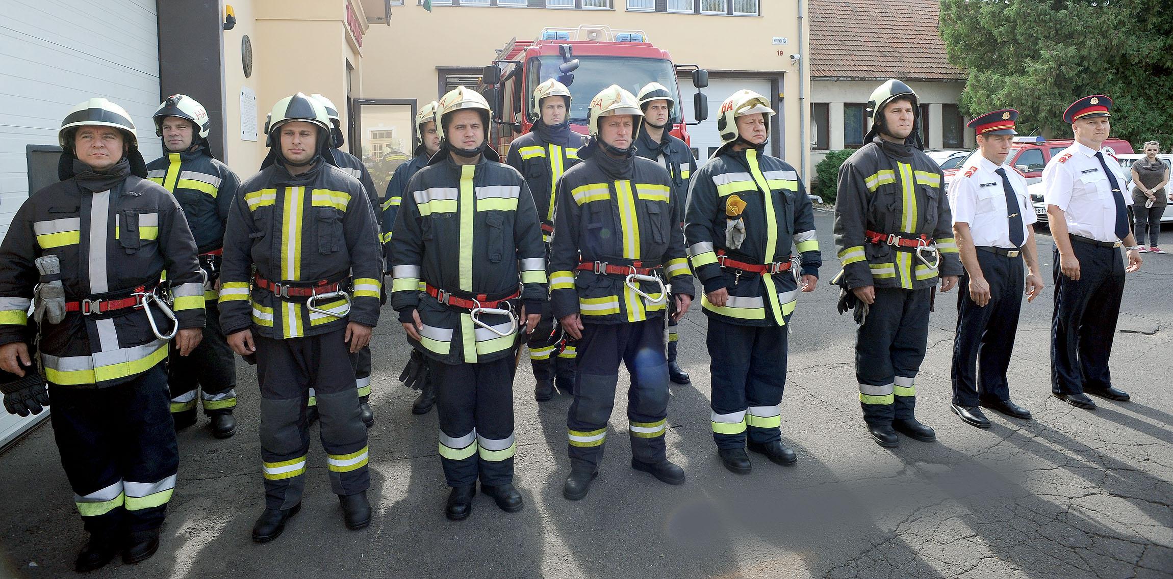 Hatvani tűzoltók vs. Fidesz sajtóosztály: ki nyerte a szeptember 11-i megemlékezésversenyt?