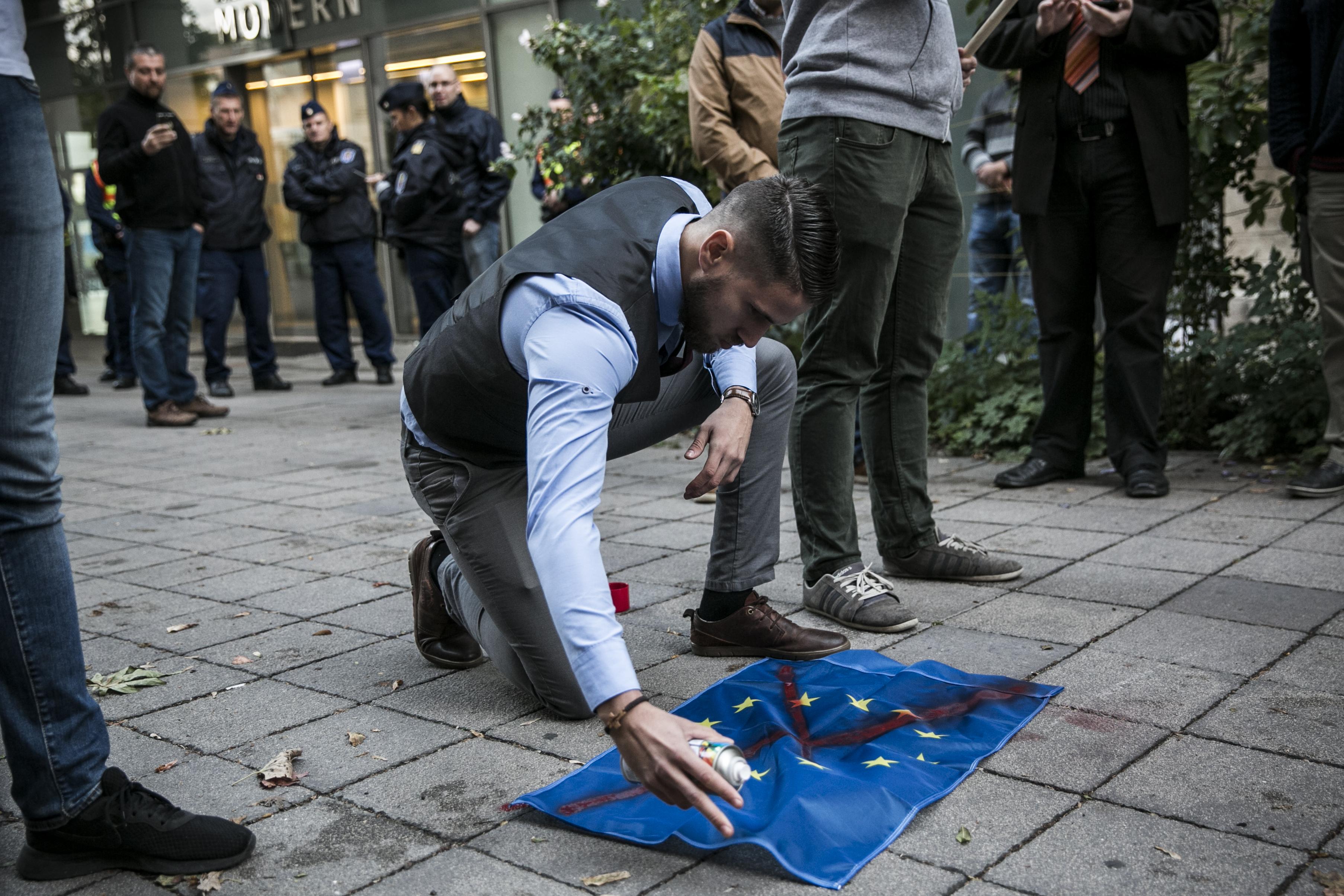 """""""Itt nincs helye mindenkinek, itt csak az európaiaknak van helye!"""""""