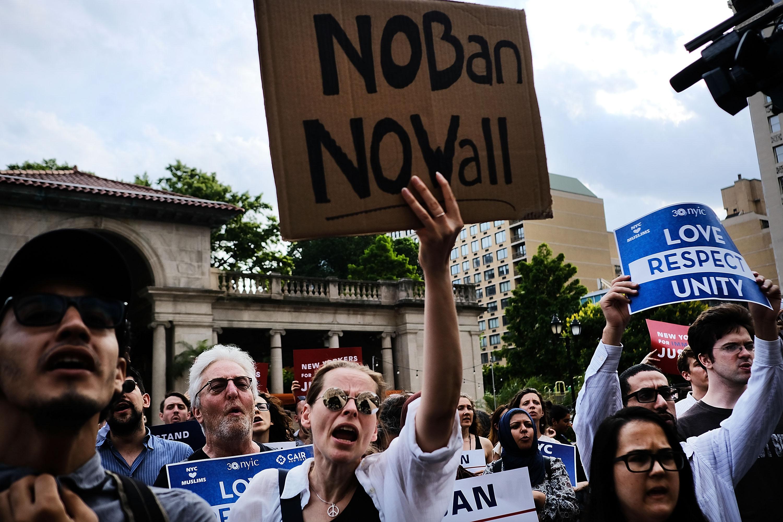 Az amerikai legfelsőbb bíróság ideiglenesen engedélyezte a menekültek kitiltását