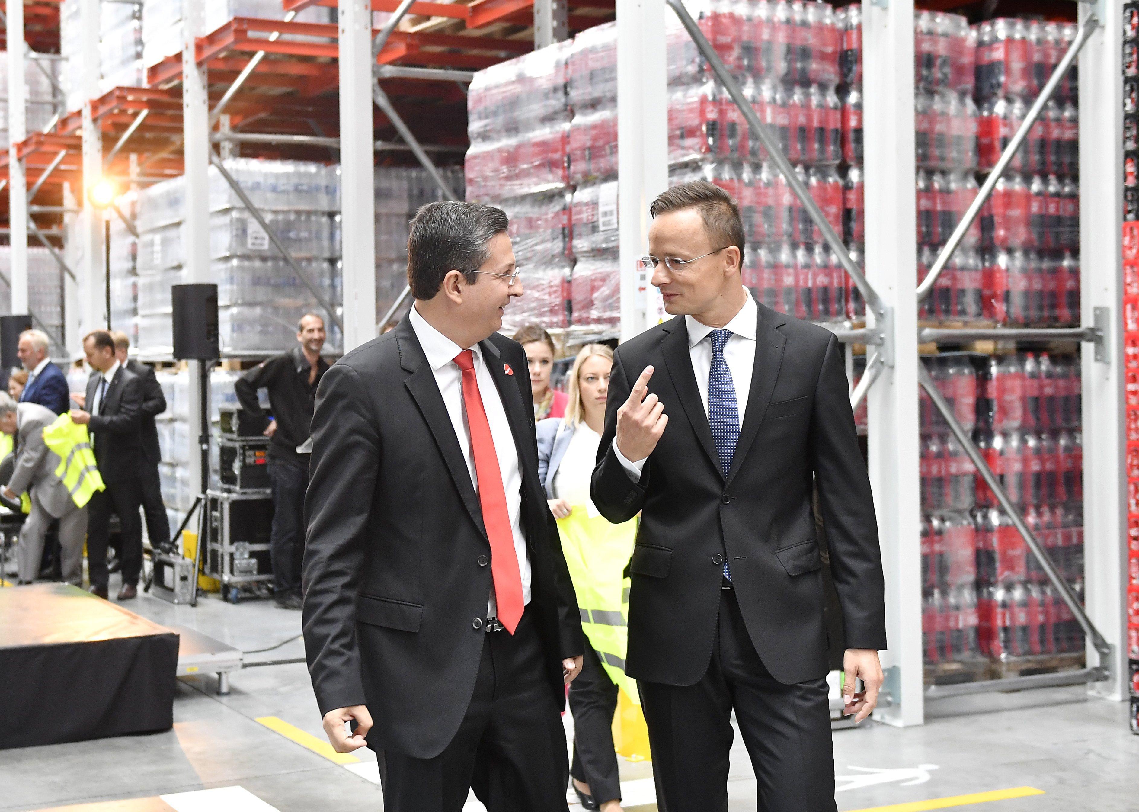 Új stratégiai együttműködési megállapodást kötne a kormány a Coca-Colával