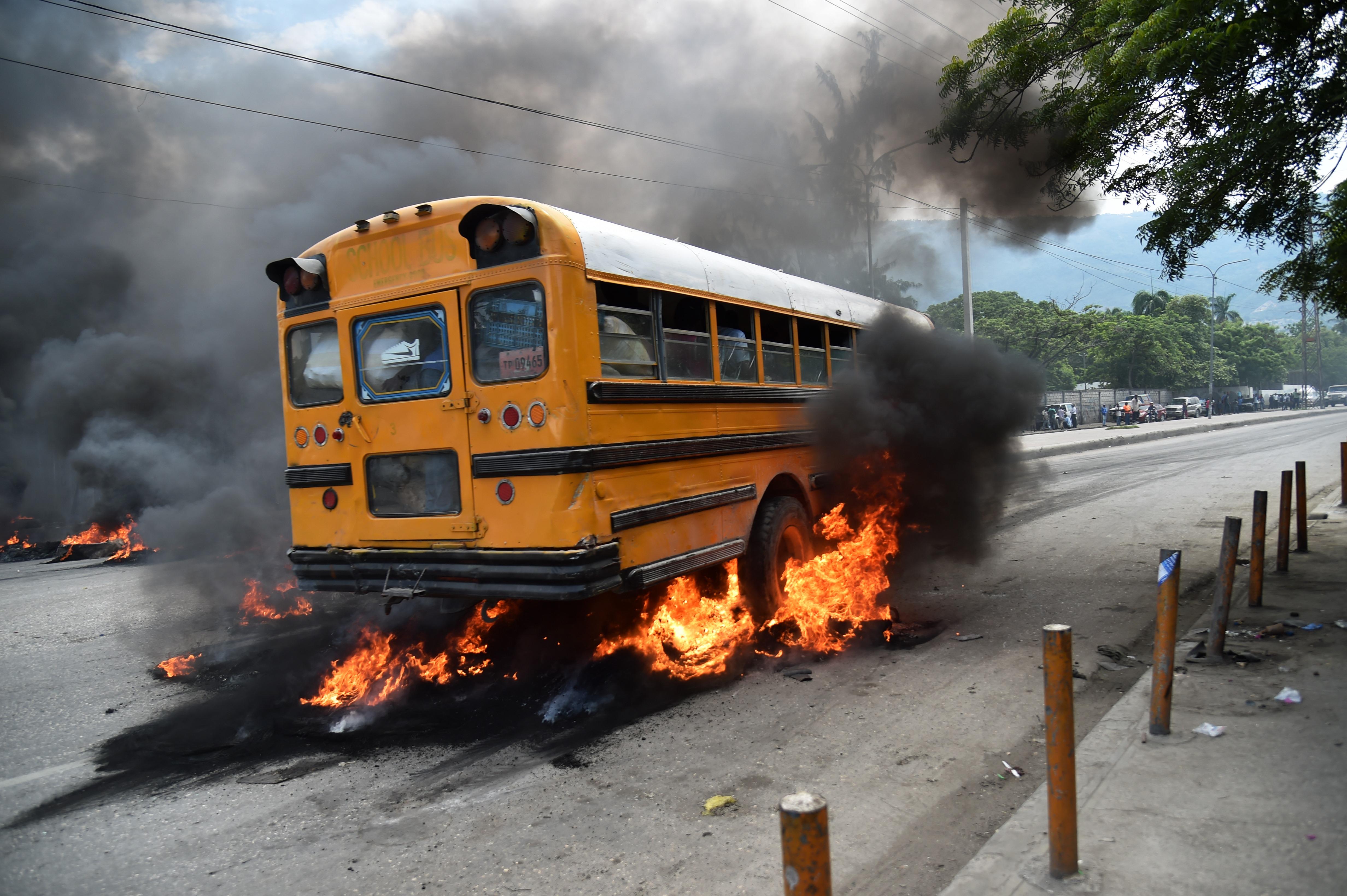 Hatalmas tüntetés robbant ki Haitin, miután drágult a cigi és az alkohol