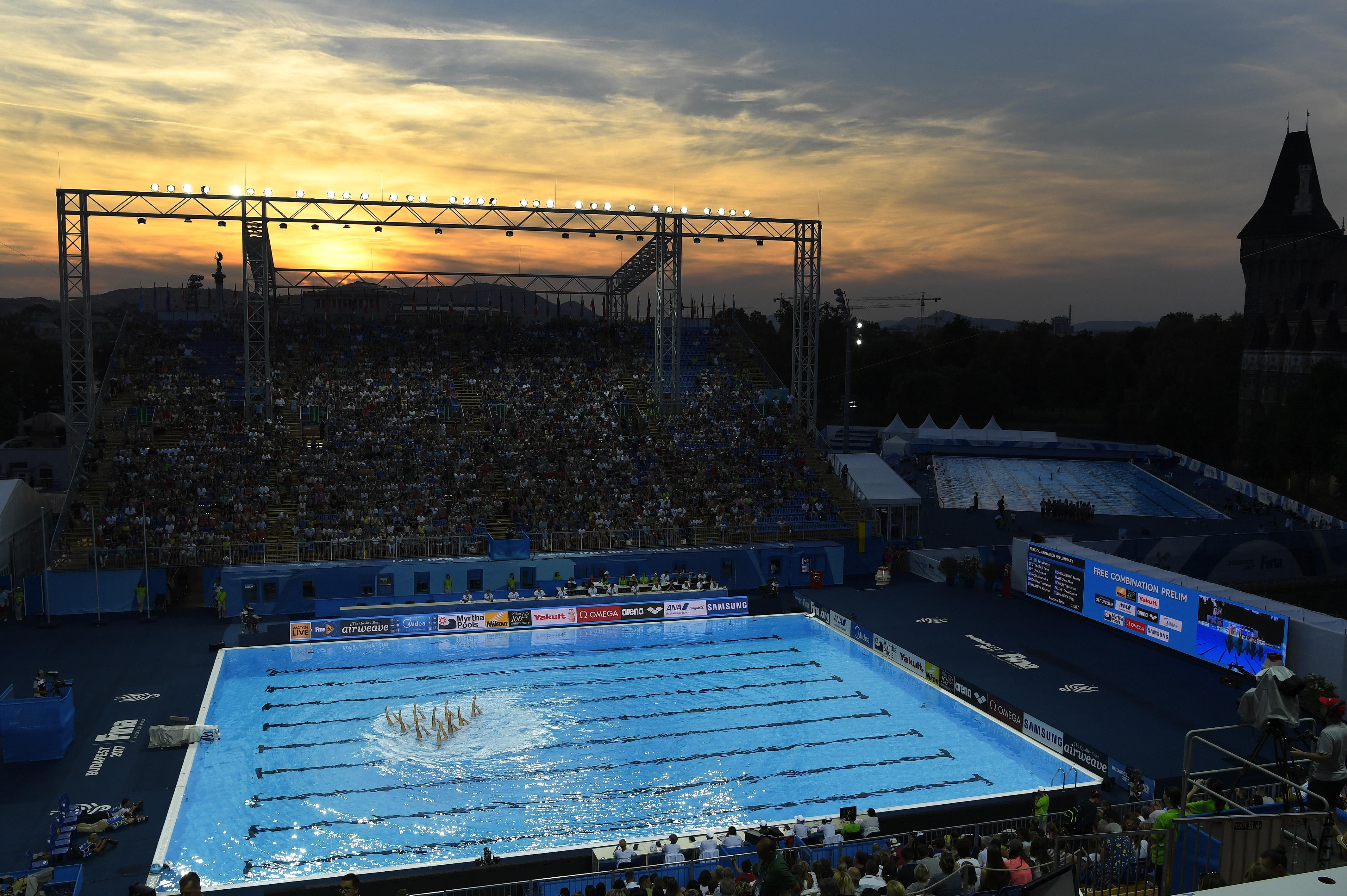 Nem kell valakinek két, a vizes világbajnokság után a szervezők nyakán maradt baromi drága medence?