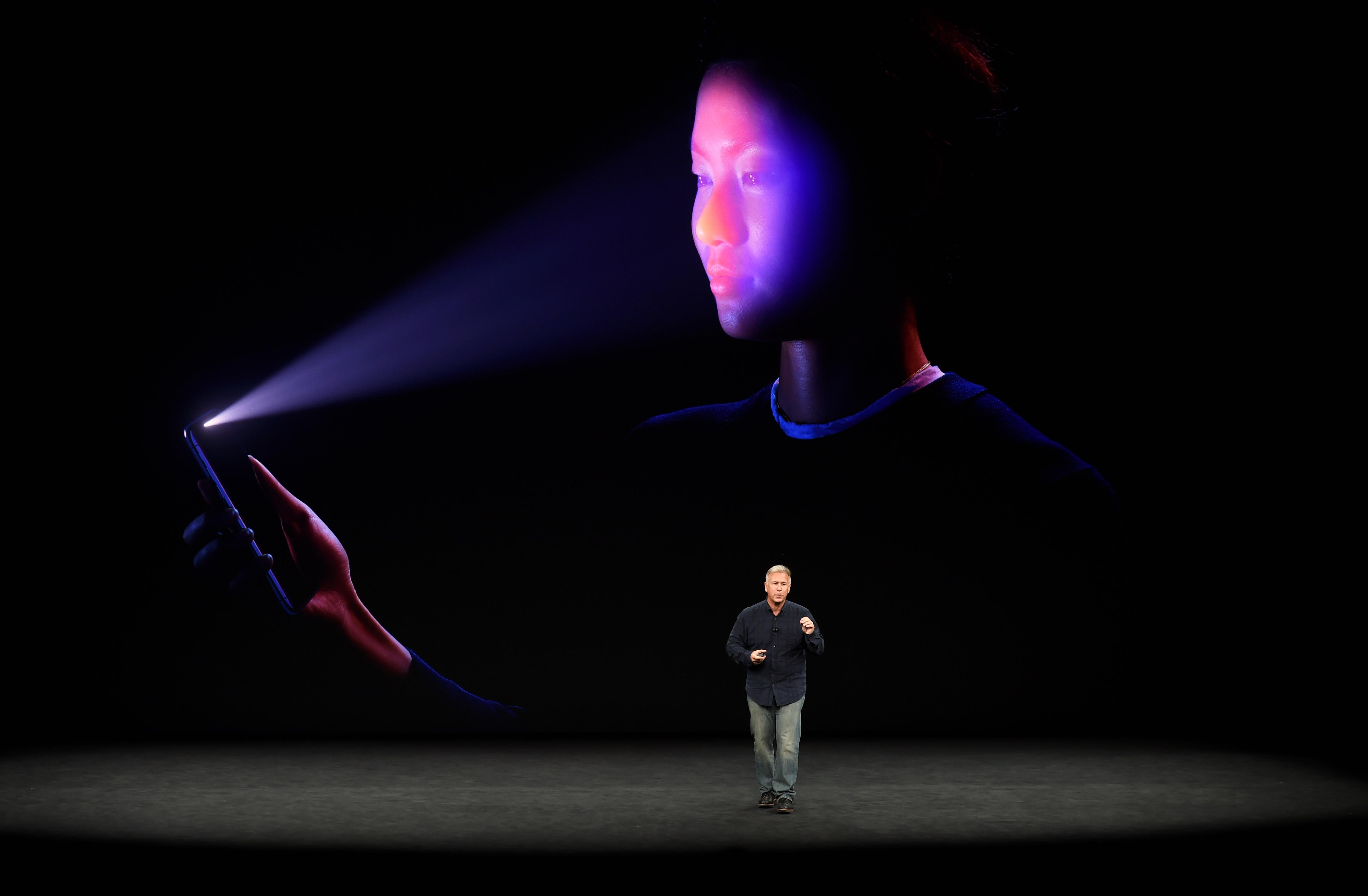 Nagy újítás, de a világ parája is lehet az új iPhone arcfelsimerője