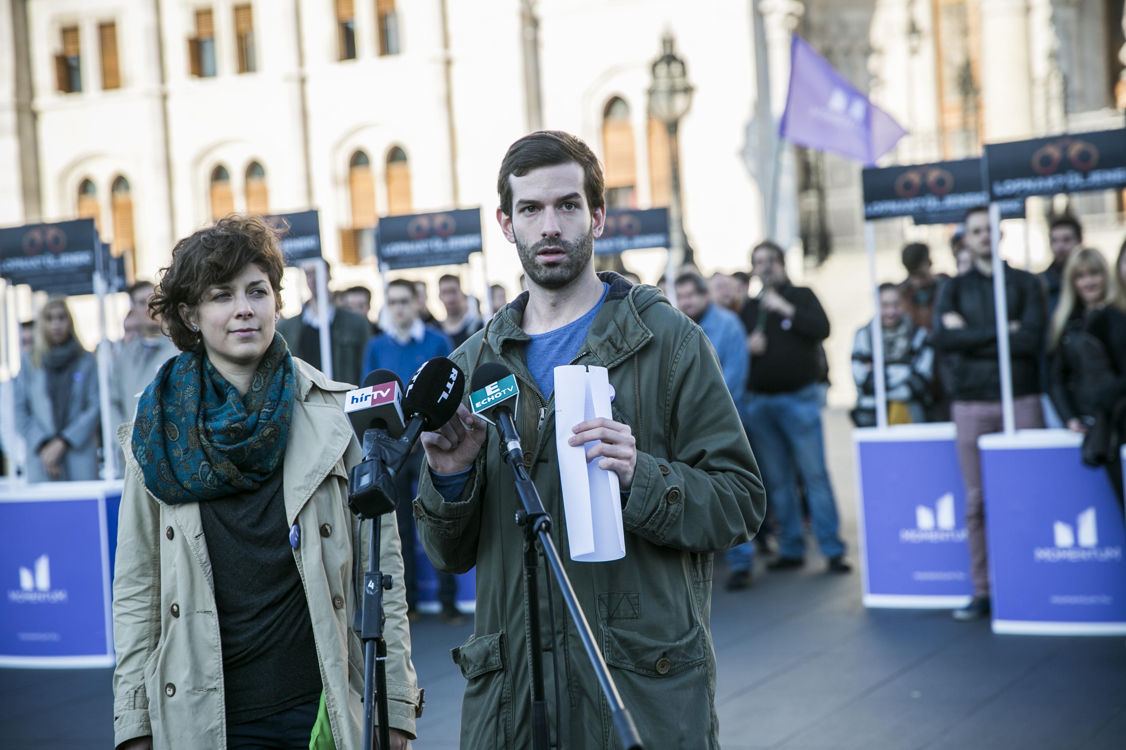 Naponta két-háromezren írják alá a Momentum civiltörvényről szóló népszavazási kezdeményezését