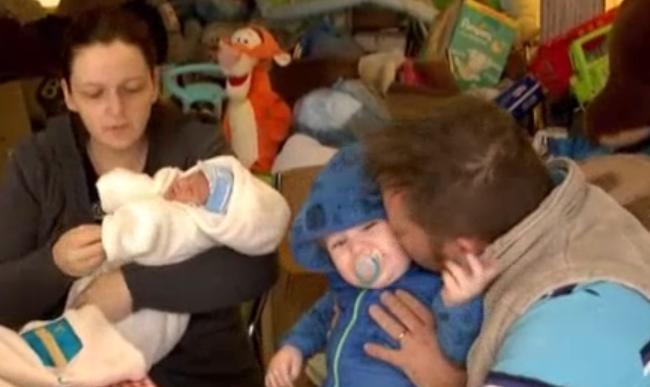 Kéthetes csecsemővel rakták utcára a devizahiteles családot