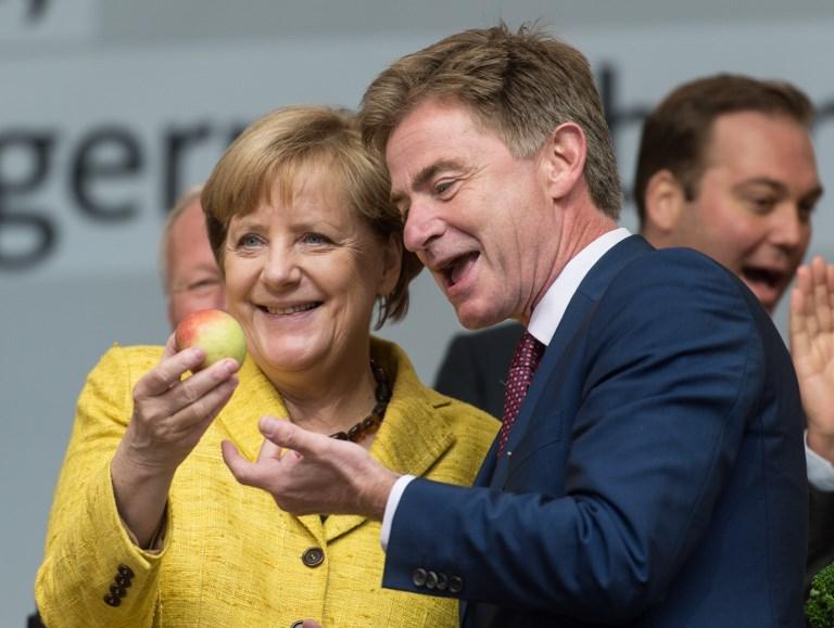 Merkel és Schulz is mozgósítást kért