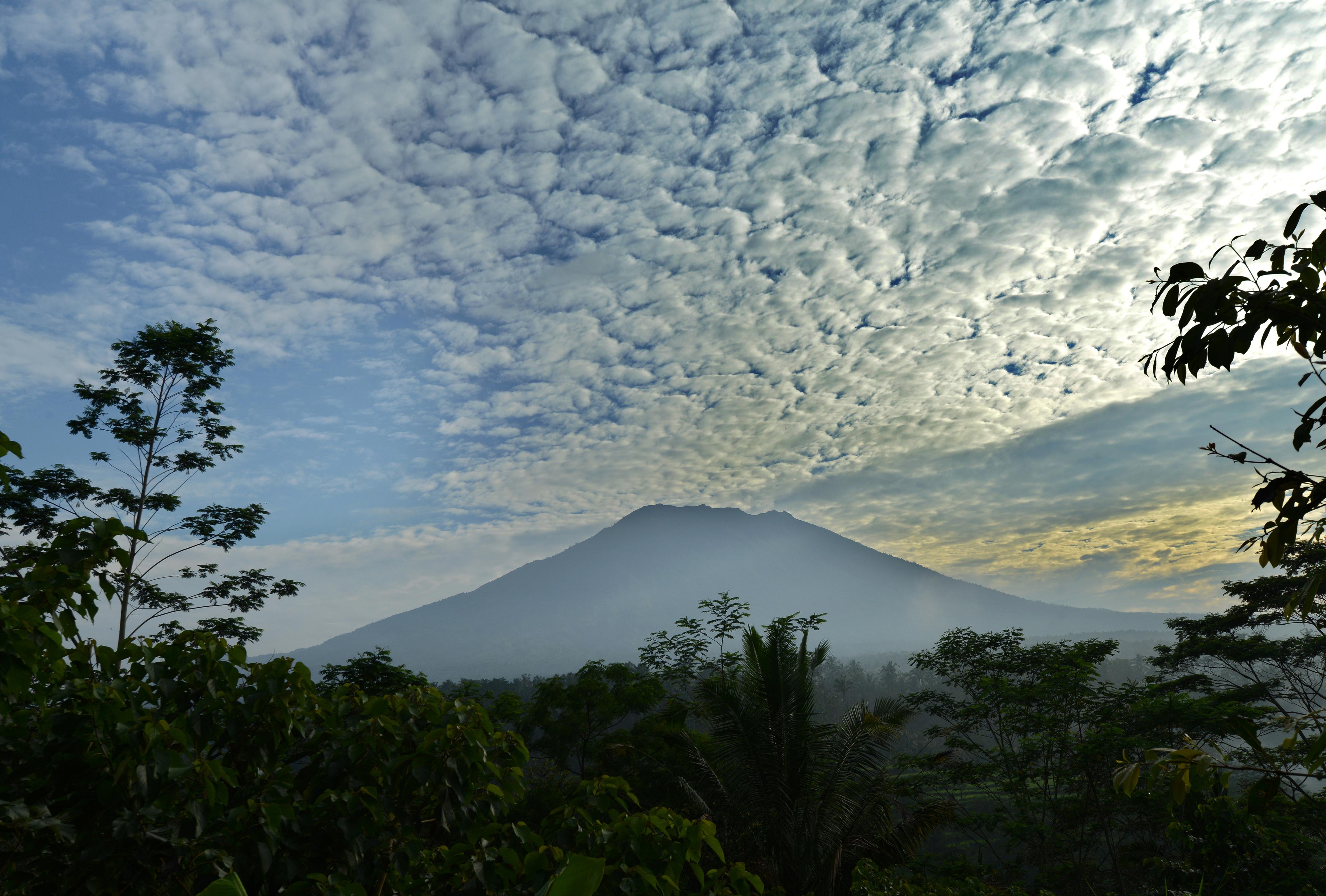 34 ezer ember menekül egy vulkán haragja elől Balin