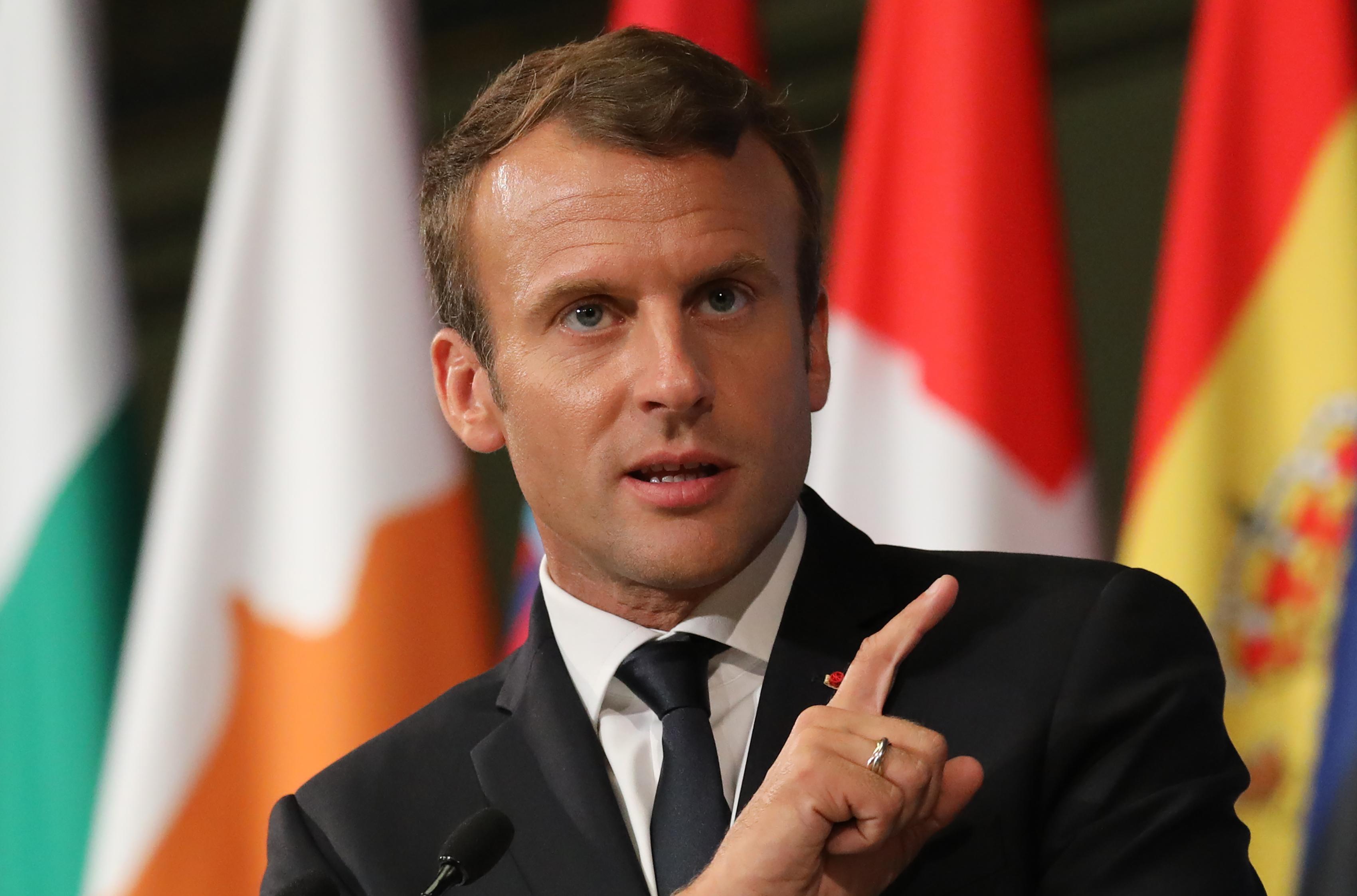 Megtépázta Macron népszerűségét a testőrbotrány