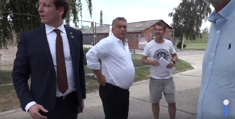 Orbán Viktor igazi Puskás-hasat villantott Pécsett