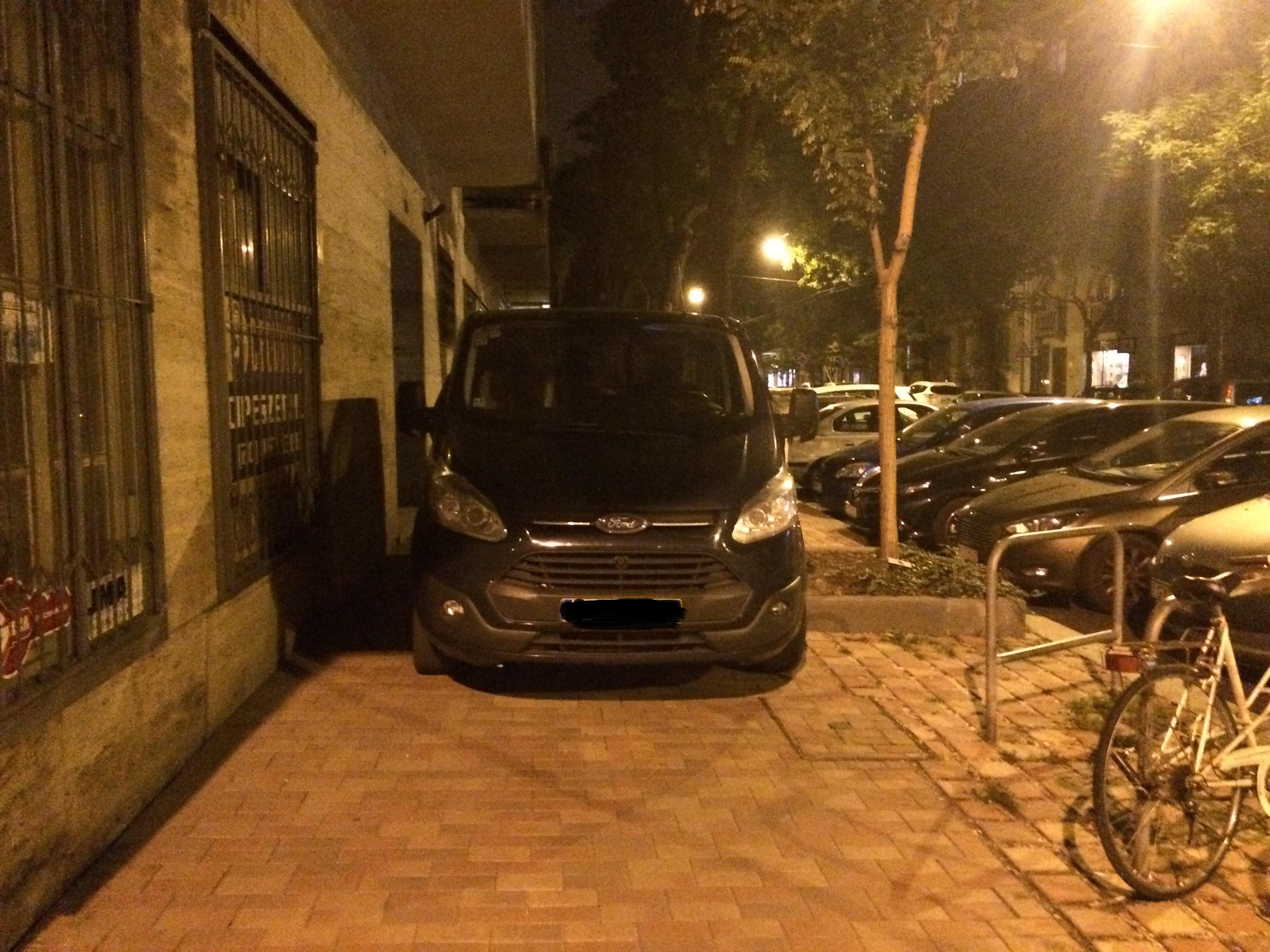 Ezúttal Újlipótvárosból jelentkeztek be a tahó parkolás heti fődíjára