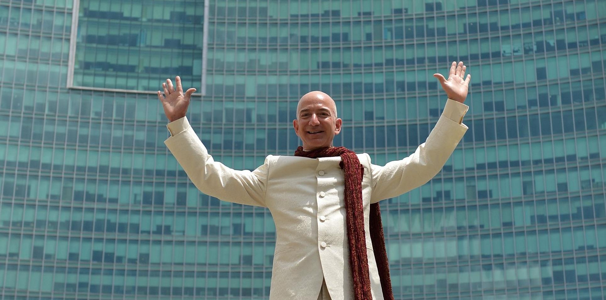 Jeff Bezos kiszáll, idén távozik a vezérigazgatói székből