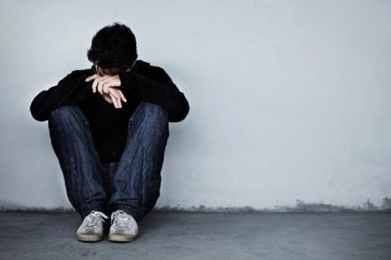 Atomjaira hullik a magányos fiatalság, a társadalom inkább  oda sem néz