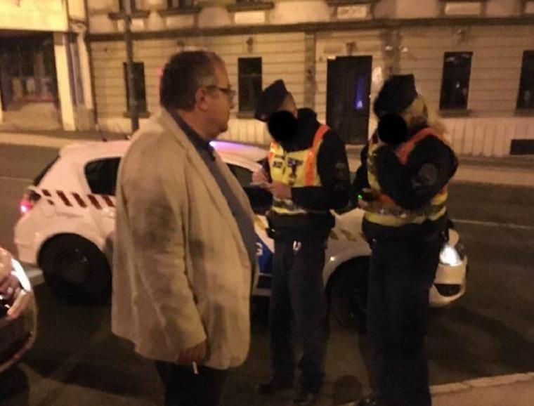 Simicska Lajos személyesen festette az utcára: Orbán egy geci