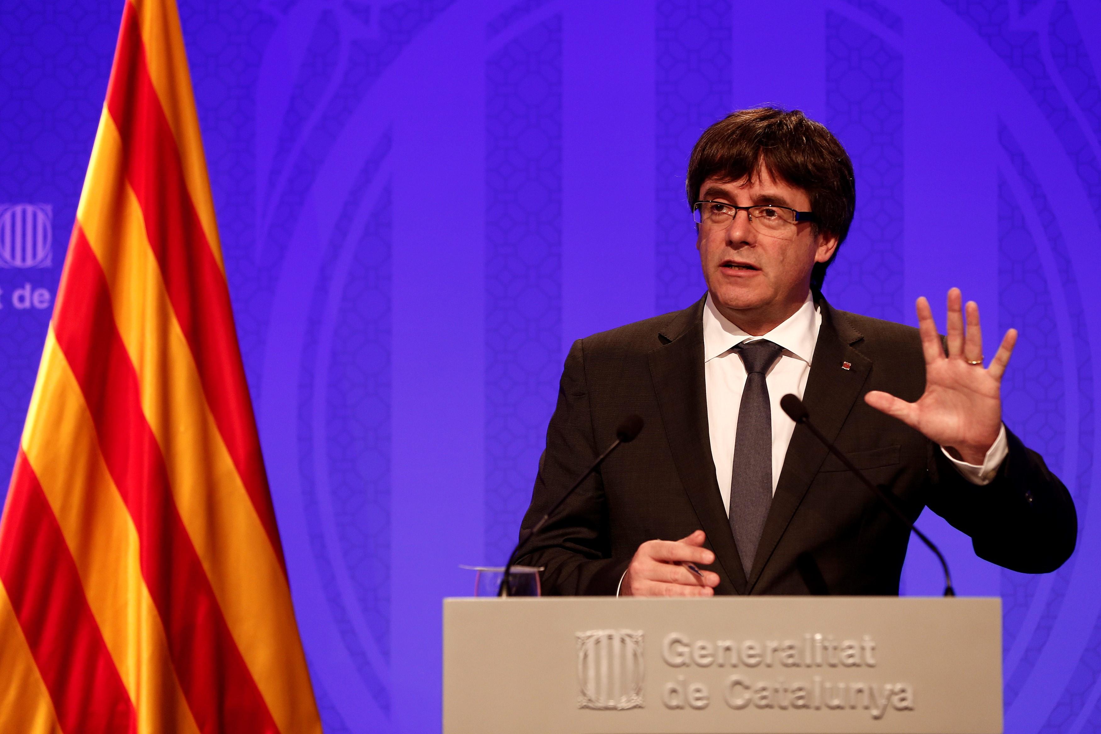 Spanyolország nemzetközi elfogatóparancsot ad ki Puigdemont és társai ellen
