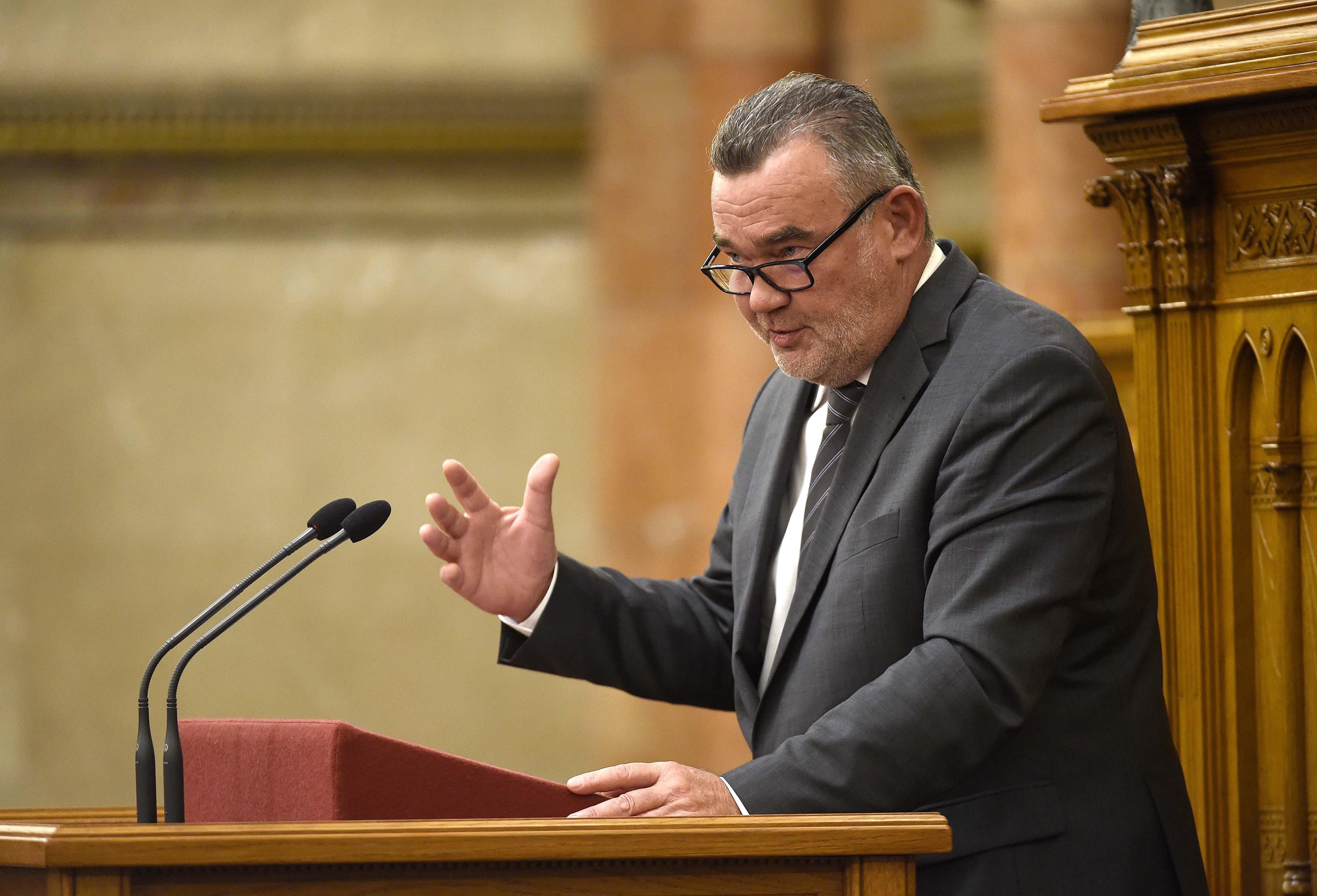 Ombudsman: Senkit nem érhet hátrányos megkülönböztetés a szexuális irányultsága miatt