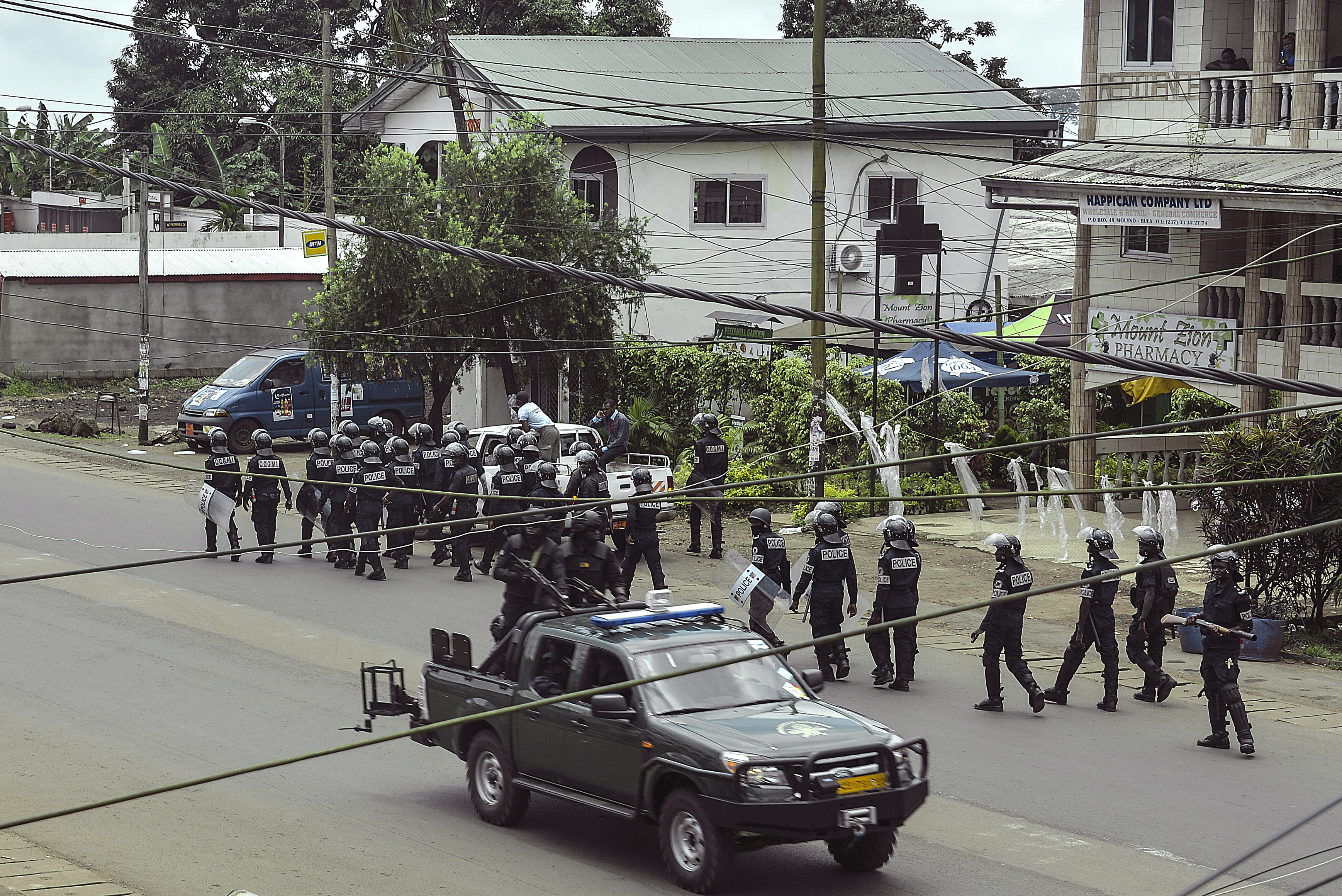 A kameruni hadsereg gyakorlatilag megszállta az ország angolul beszélő részeit
