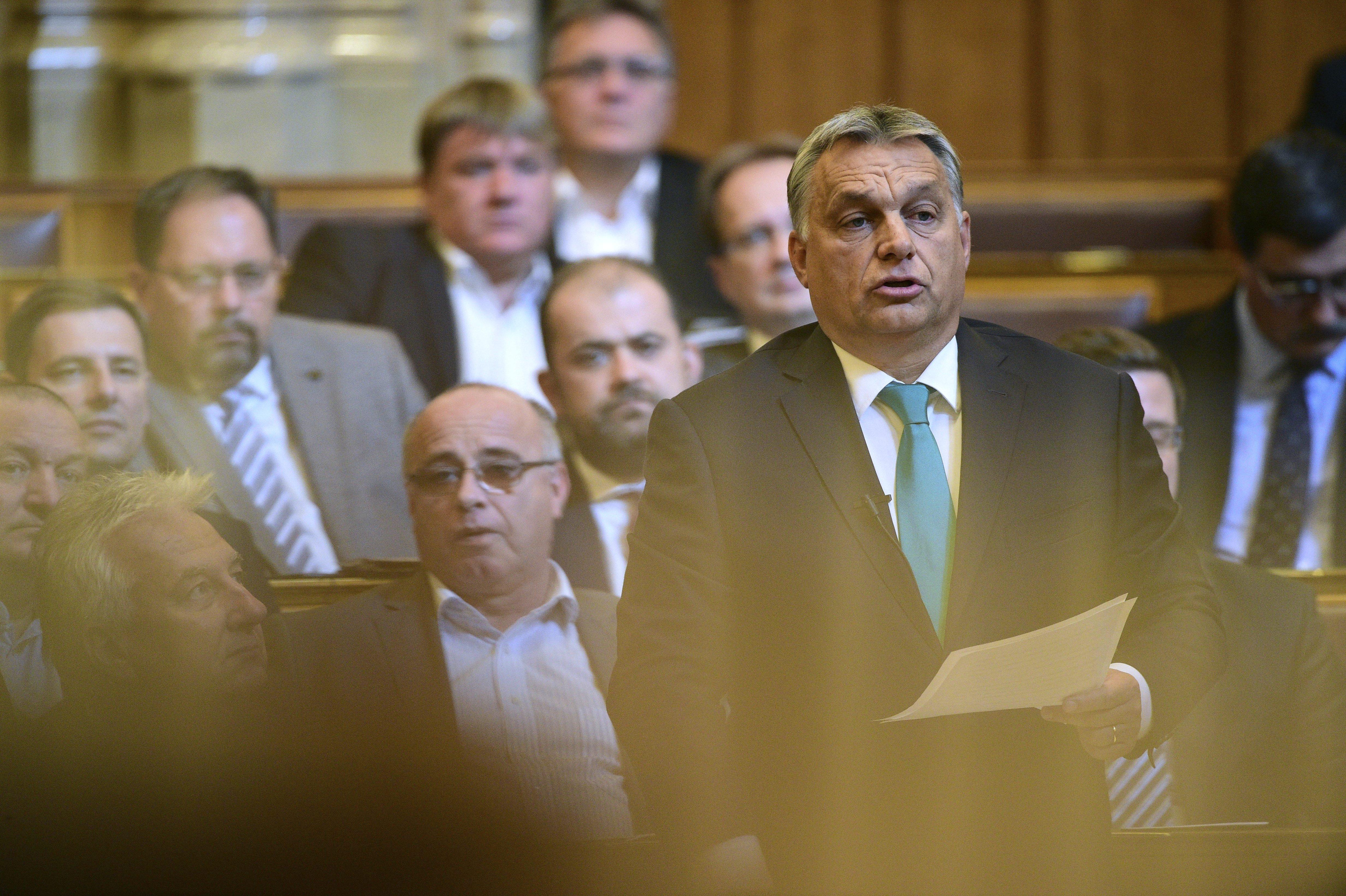 Orbán vizsgálatot követel Hadházy Ákos ellen