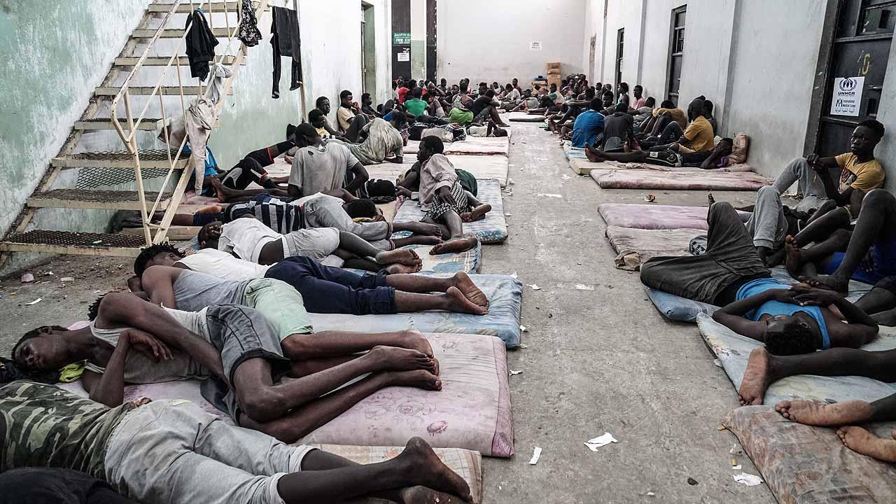 Csak látni ne kelljen őket: Európa pénzén kínozzák a menekülteket Afrikában