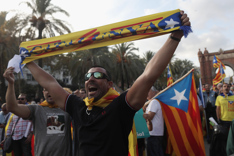 Párbeszédre hívta a spanyol miniszterelnököt Carles Puigdemont