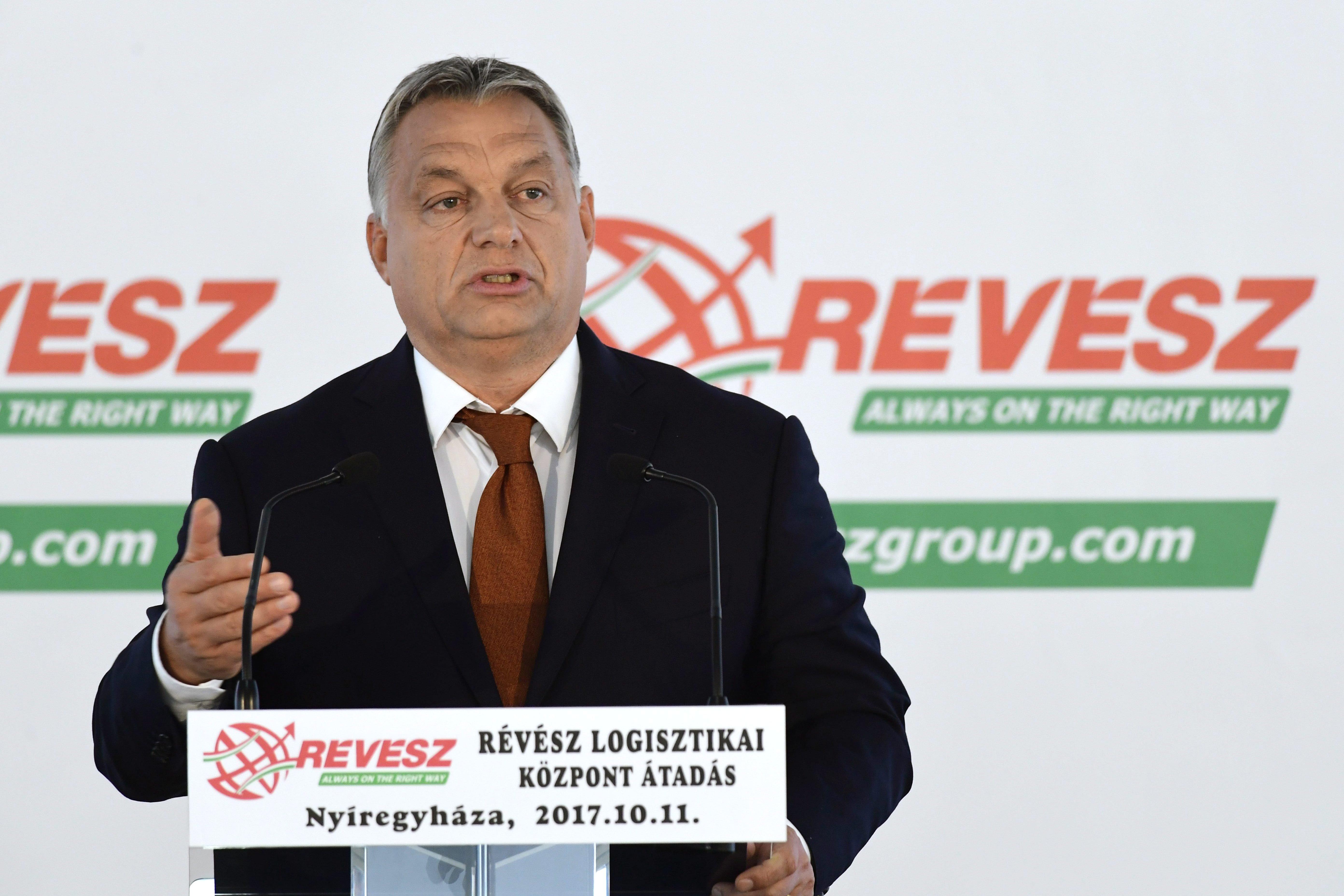 Orbán: Rövid beszéd, hosszú kolbász