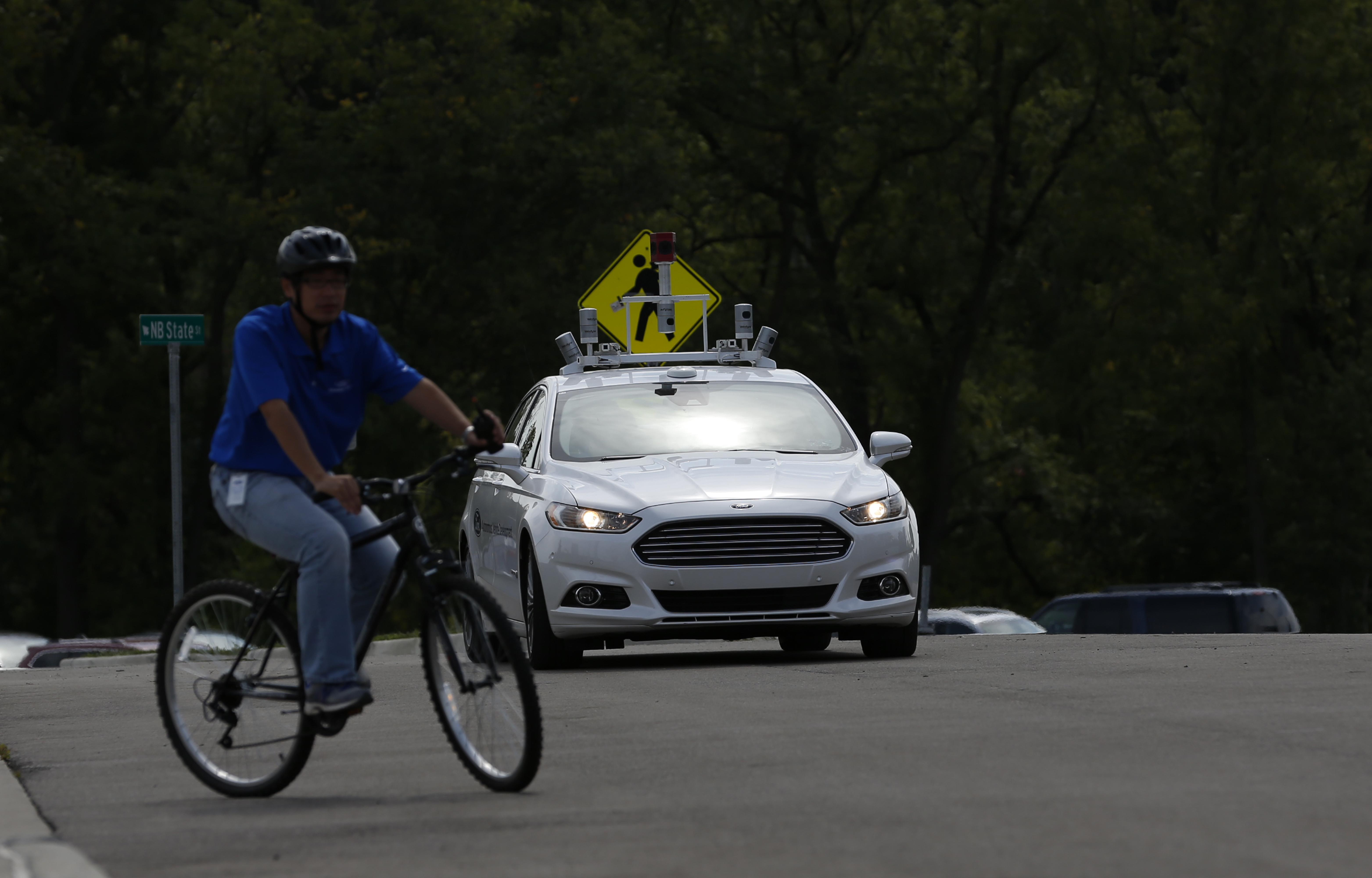 Kaliforniában már jövőre közlekedhetnek a vezető nélküli autók