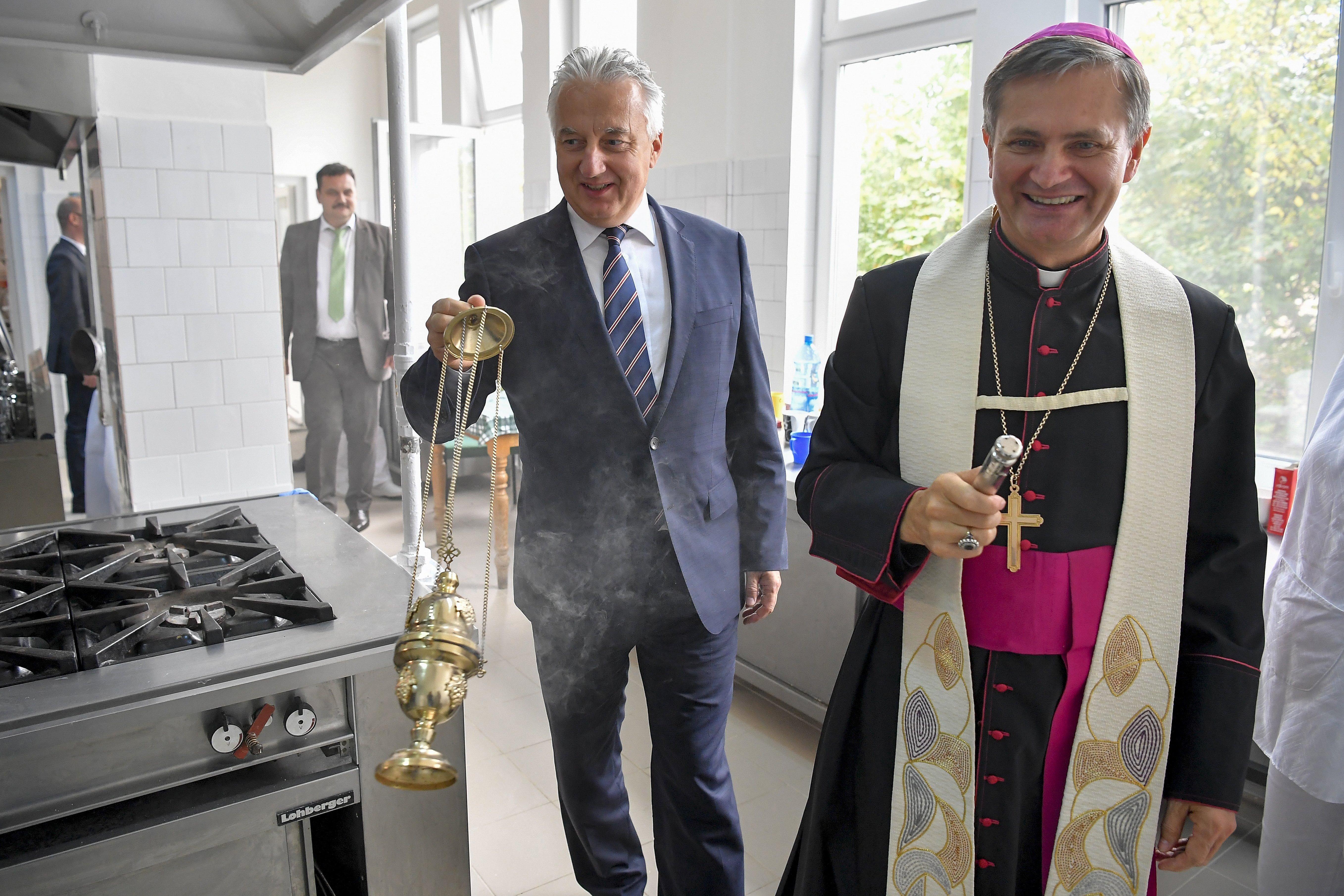 Adatvizualizáció: ennyit áldoz a magyar kormány valójában az üldözött keresztények megsegítésére