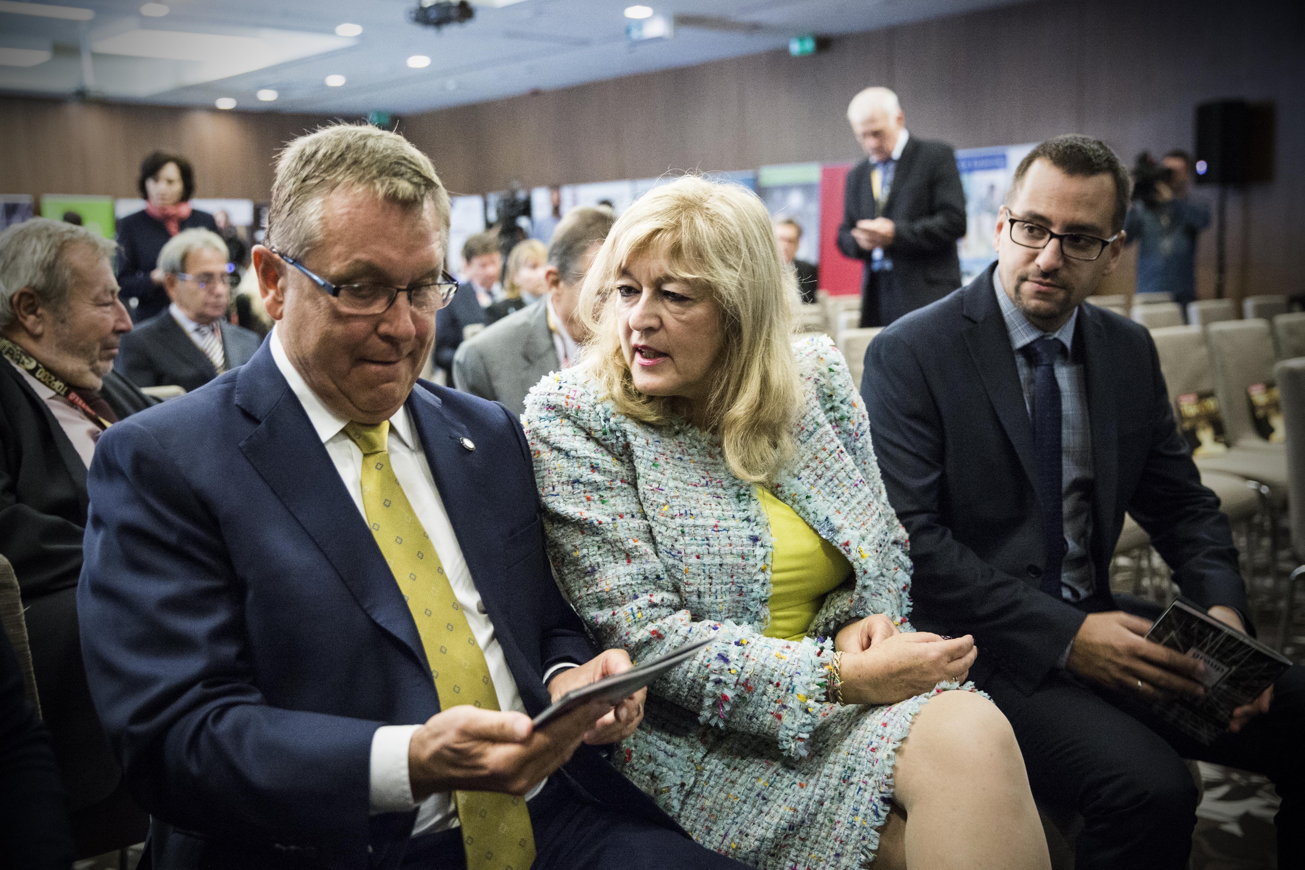 Szólt a Magyar Idők kultúrharcosa, hogy ideológiailag nem megfelelő egy művészeti alapítvány, az MNB máris vizsgálatot indít
